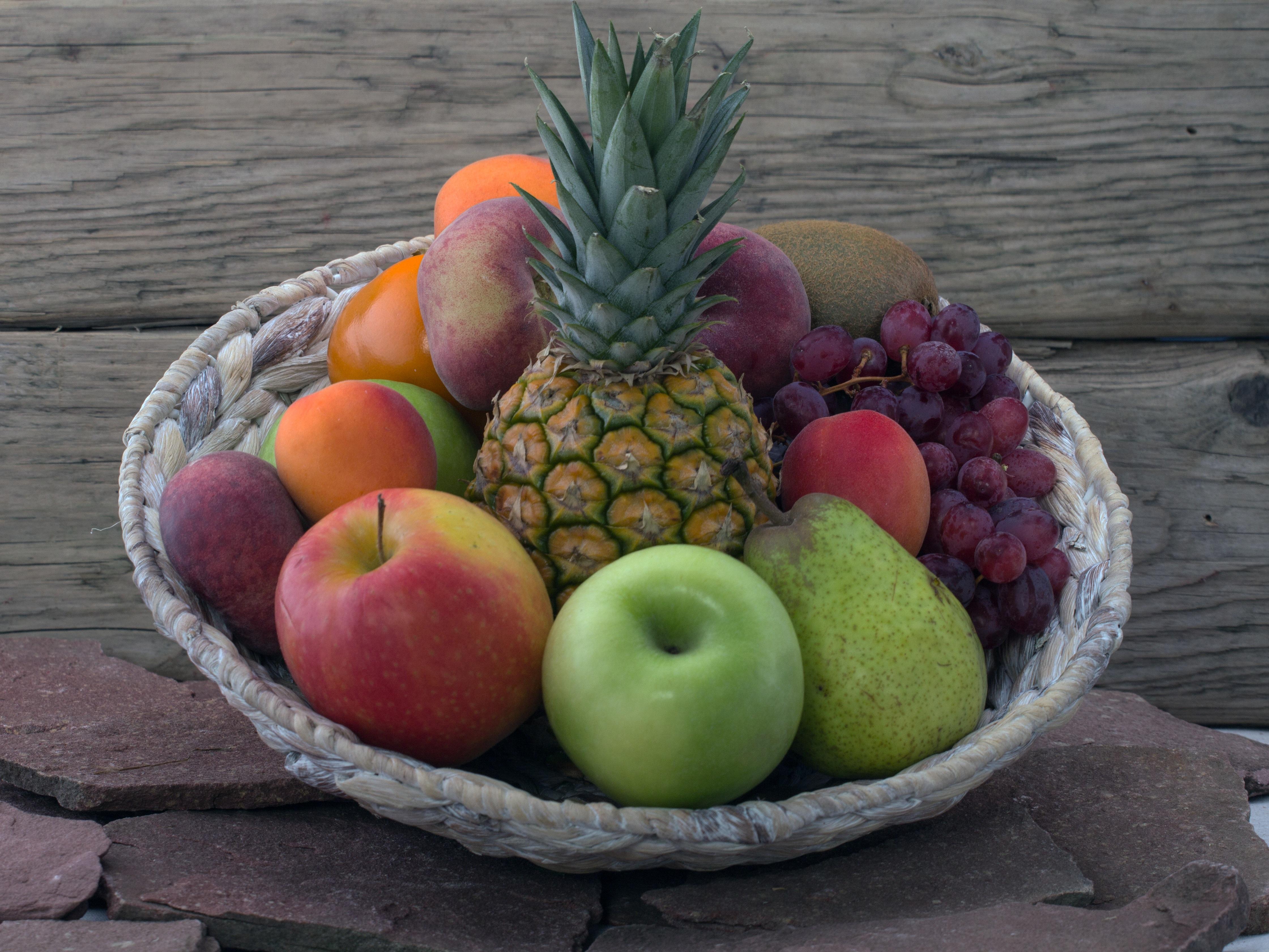 Fotoğraf Meyve Gıda üretmek Sepet Ananas Boyama üzüm