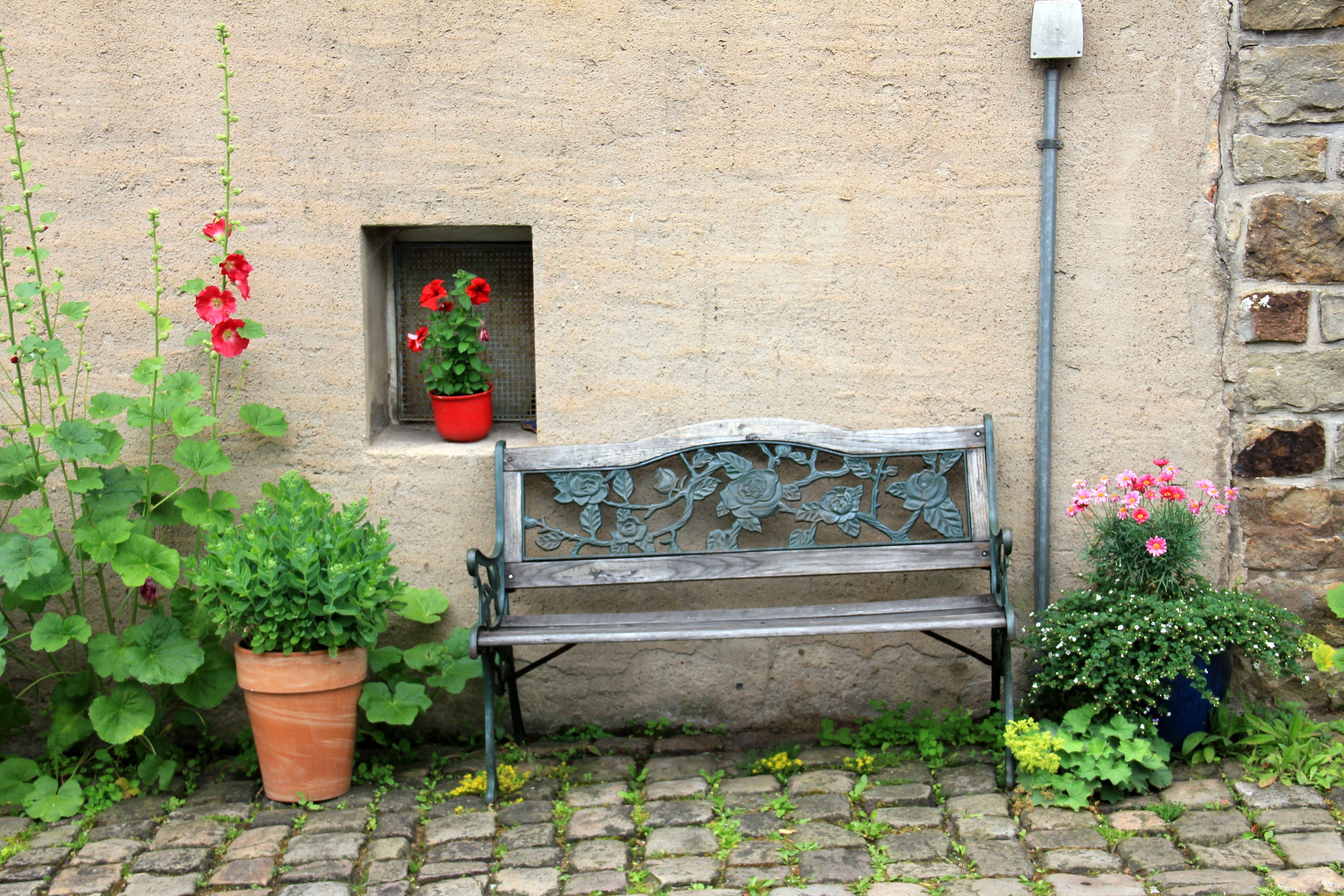 Fotos gratis planta casa flor ventana edificio for Banco de paletas al aire libre