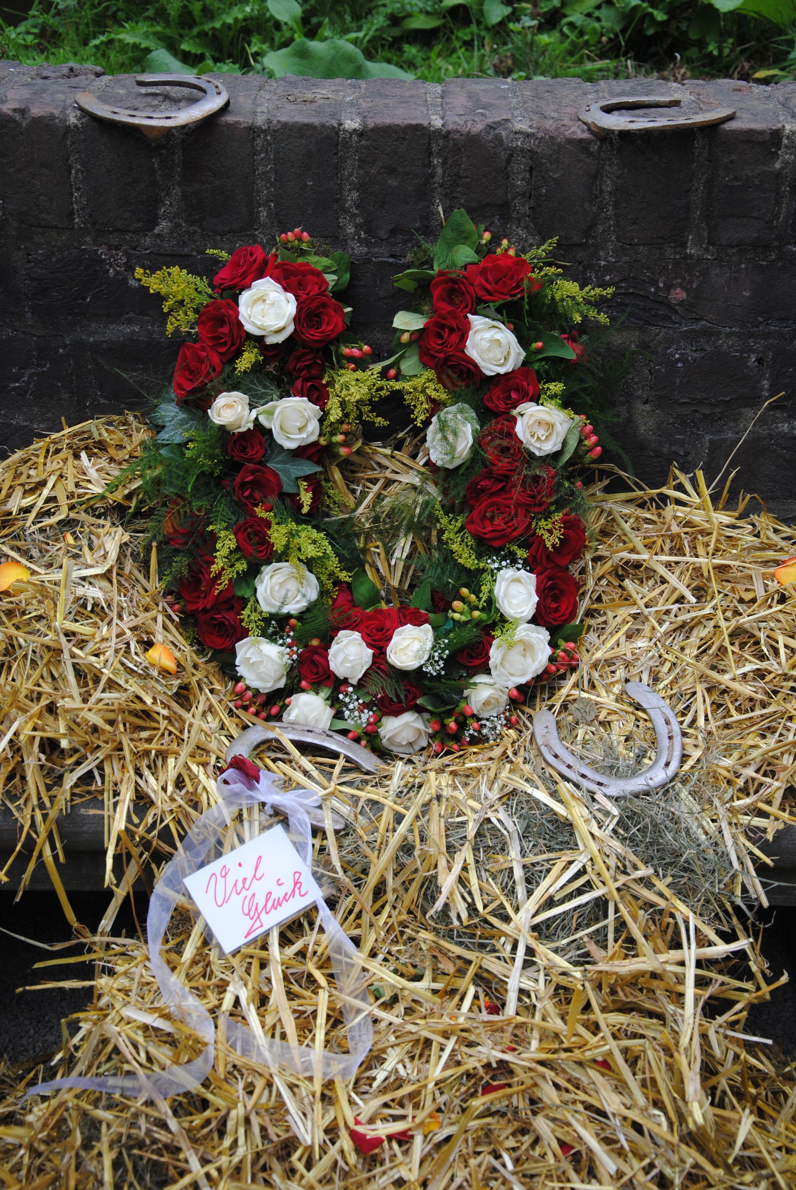 Gratis afbeeldingen fabriek wit bloem liefde gift groen rood huwelijk flora deco - Deco design fabriek ...