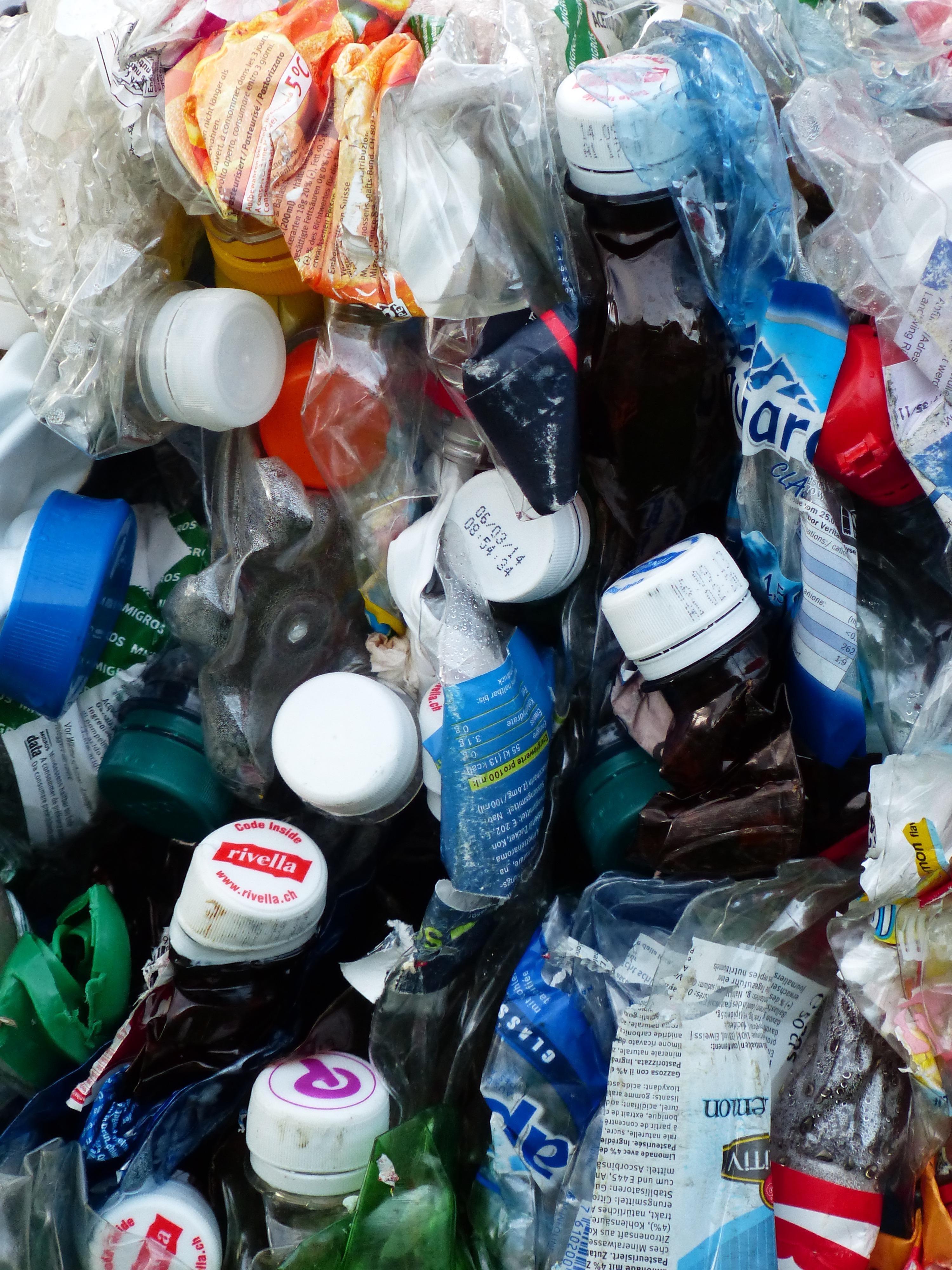 Картинка пластиковые отходы для детей