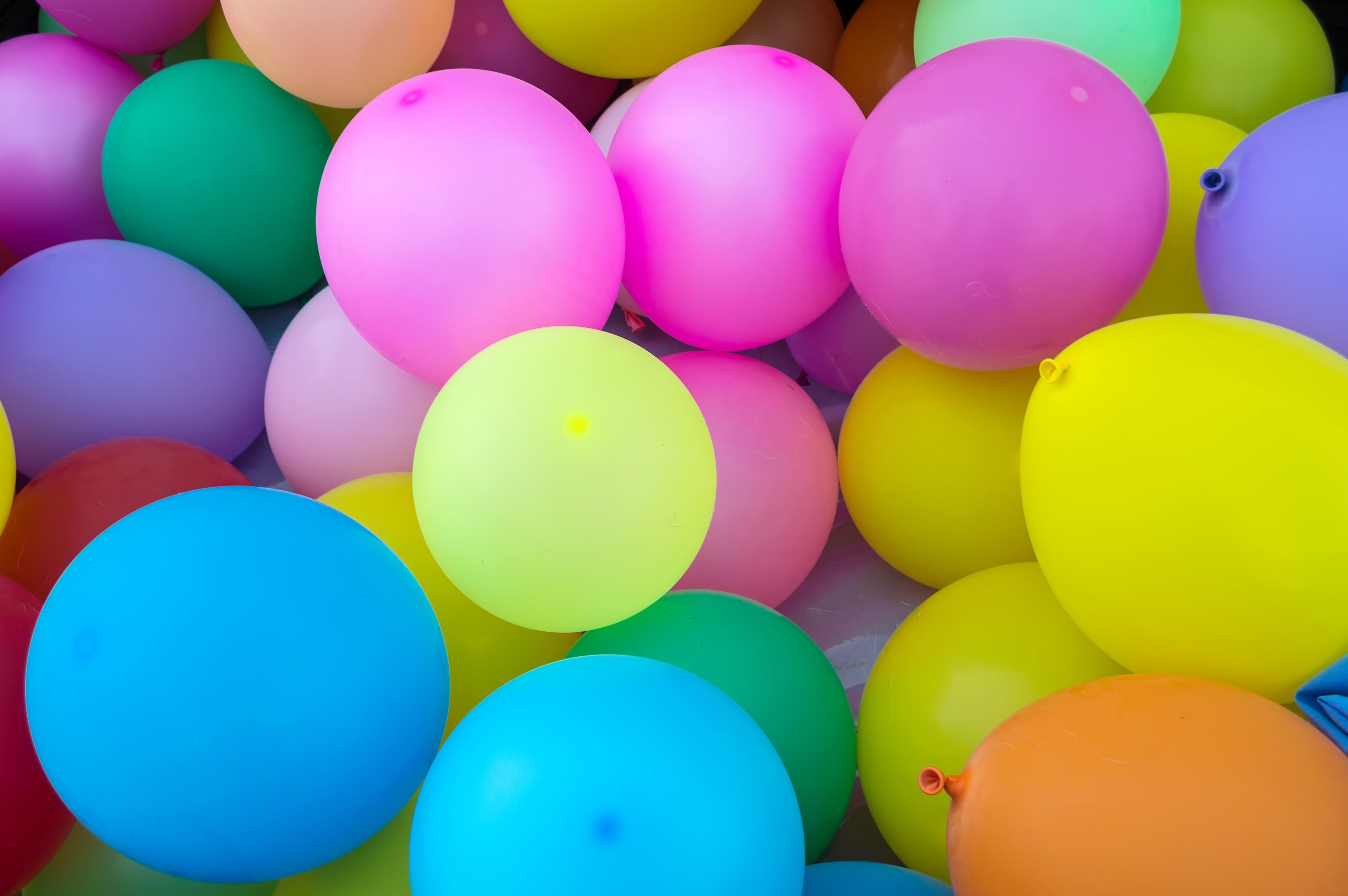 Картинка с шарами и цветами