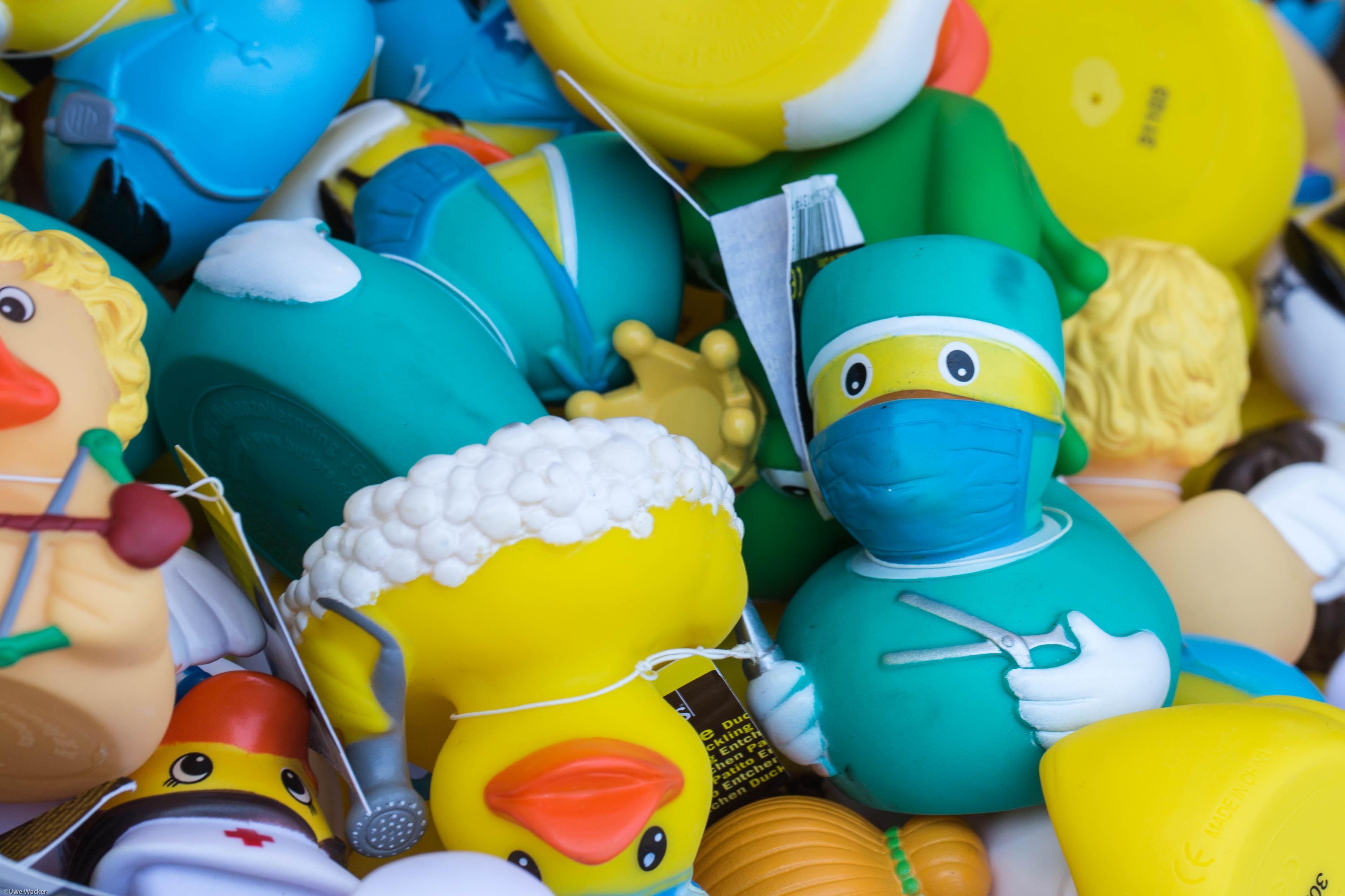 Gambar Bermain Balon Makanan Warna Kuning Mainan Bebek Karet Anak Ahli Bedah Boneka
