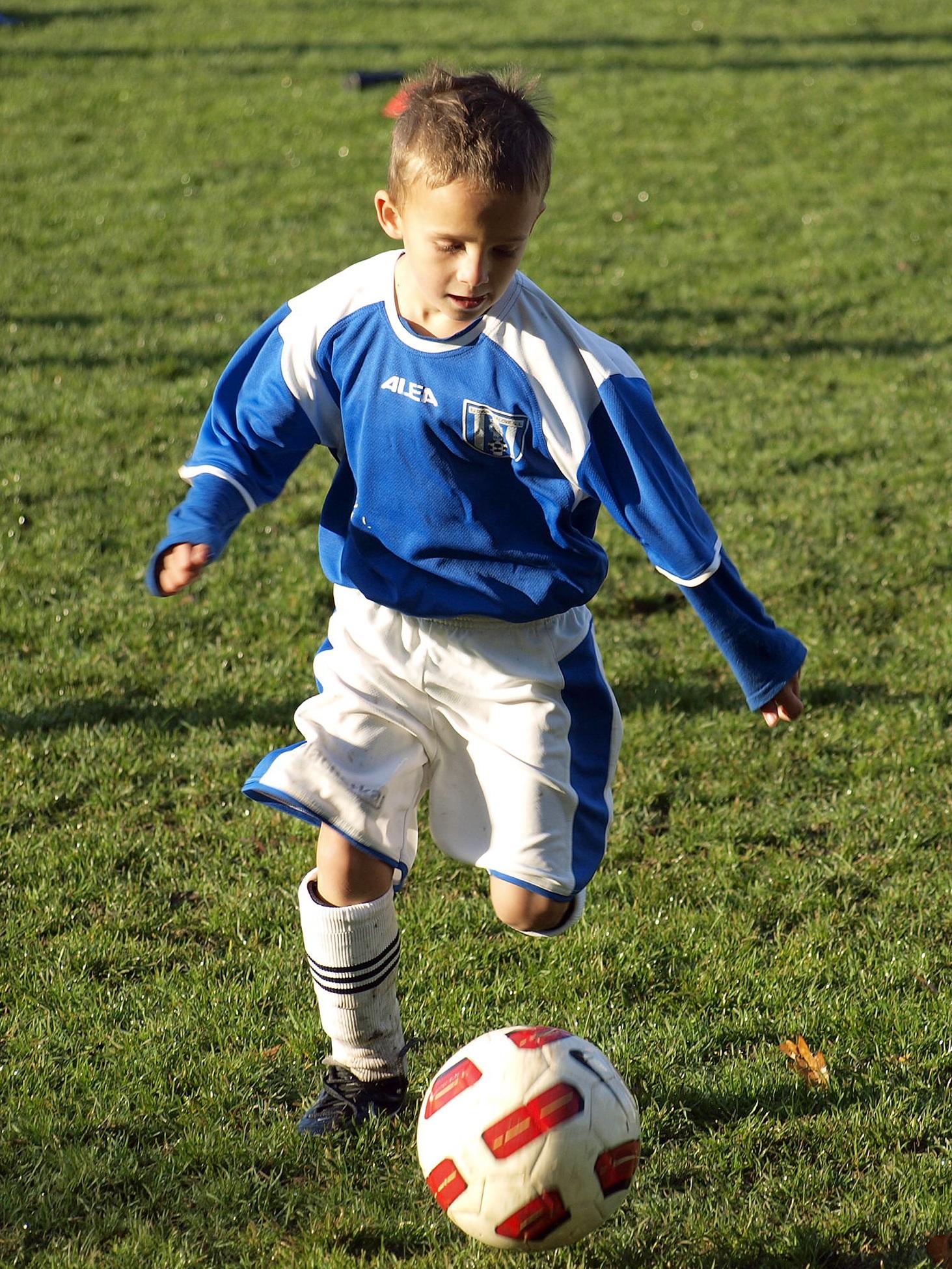 Картинки мальчики в футбол