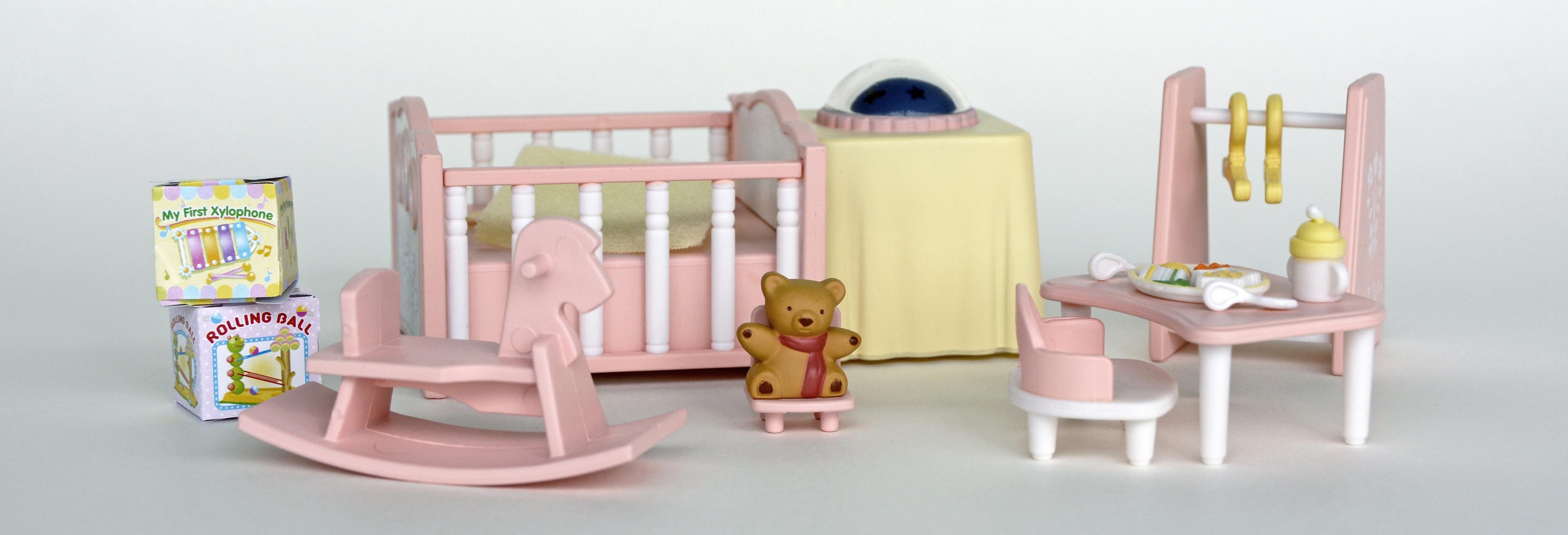 Images Gratuites : jouer, chaise, étagère, meubles, chambre, jaune ...