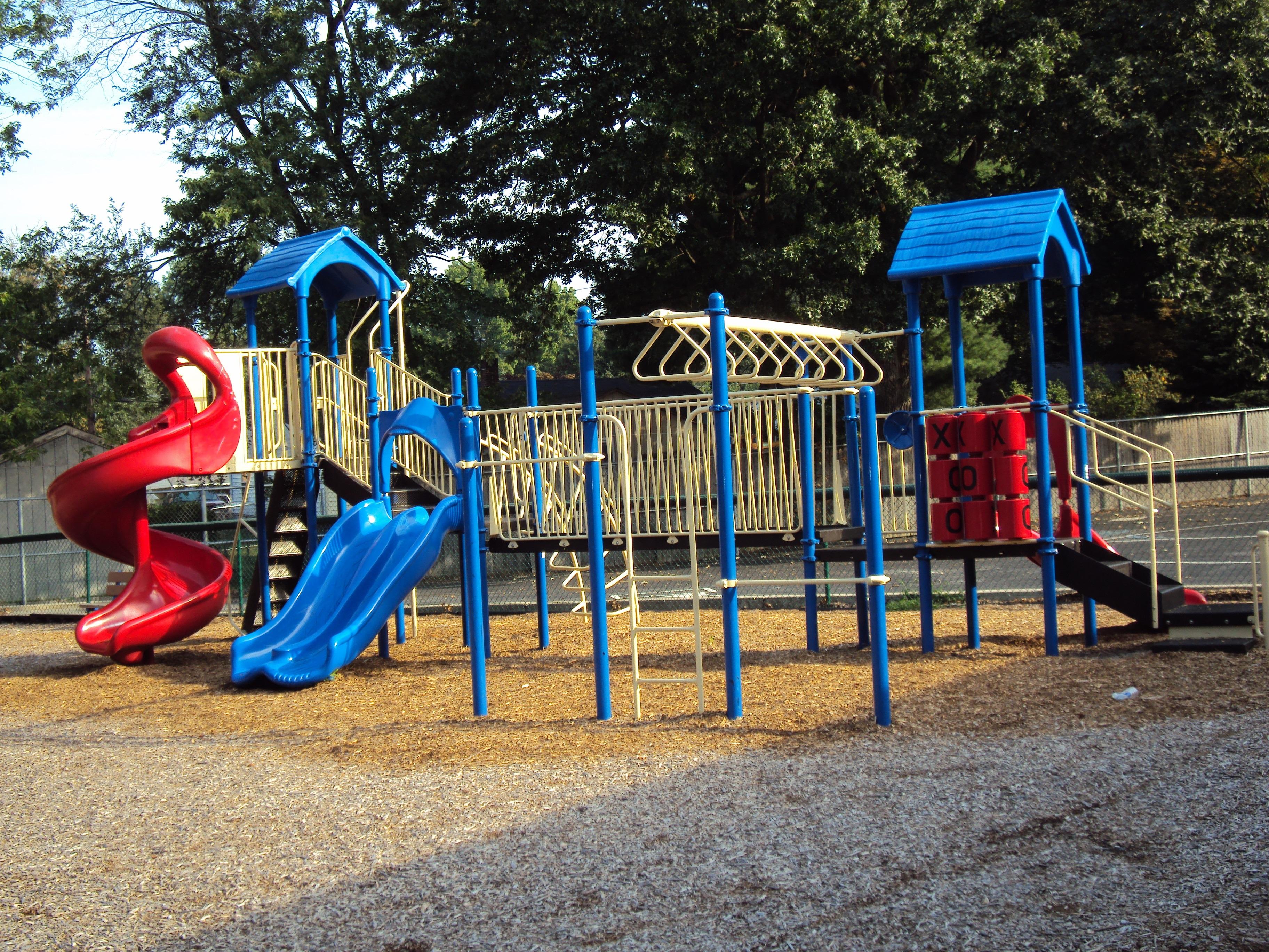 Spielgeräte Für Draußen kostenlose foto spielen stadt ausrüstung park spielen