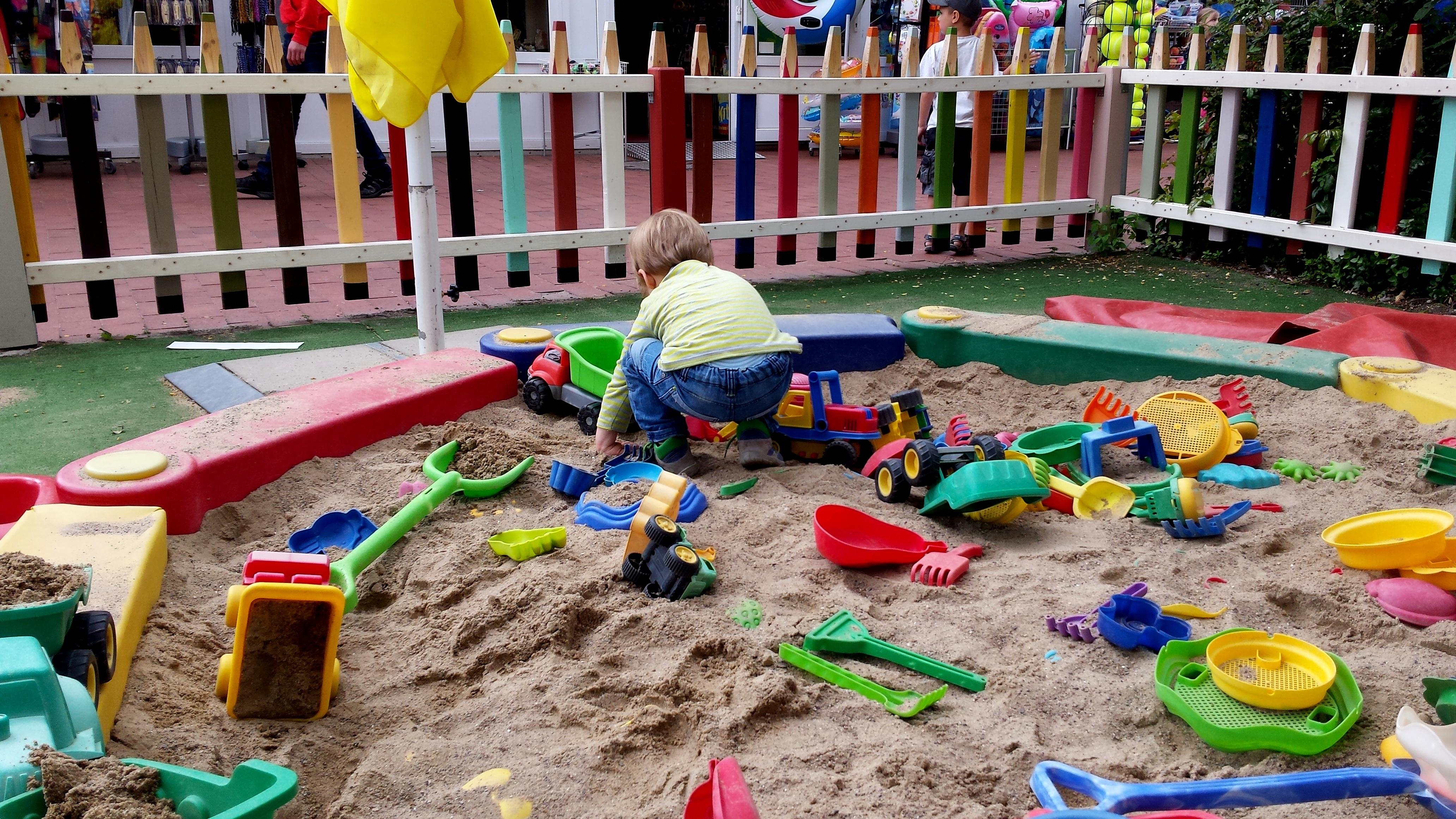 Fotos gratis : jugar, ciudad, verano, niño, vistoso, juguete ...