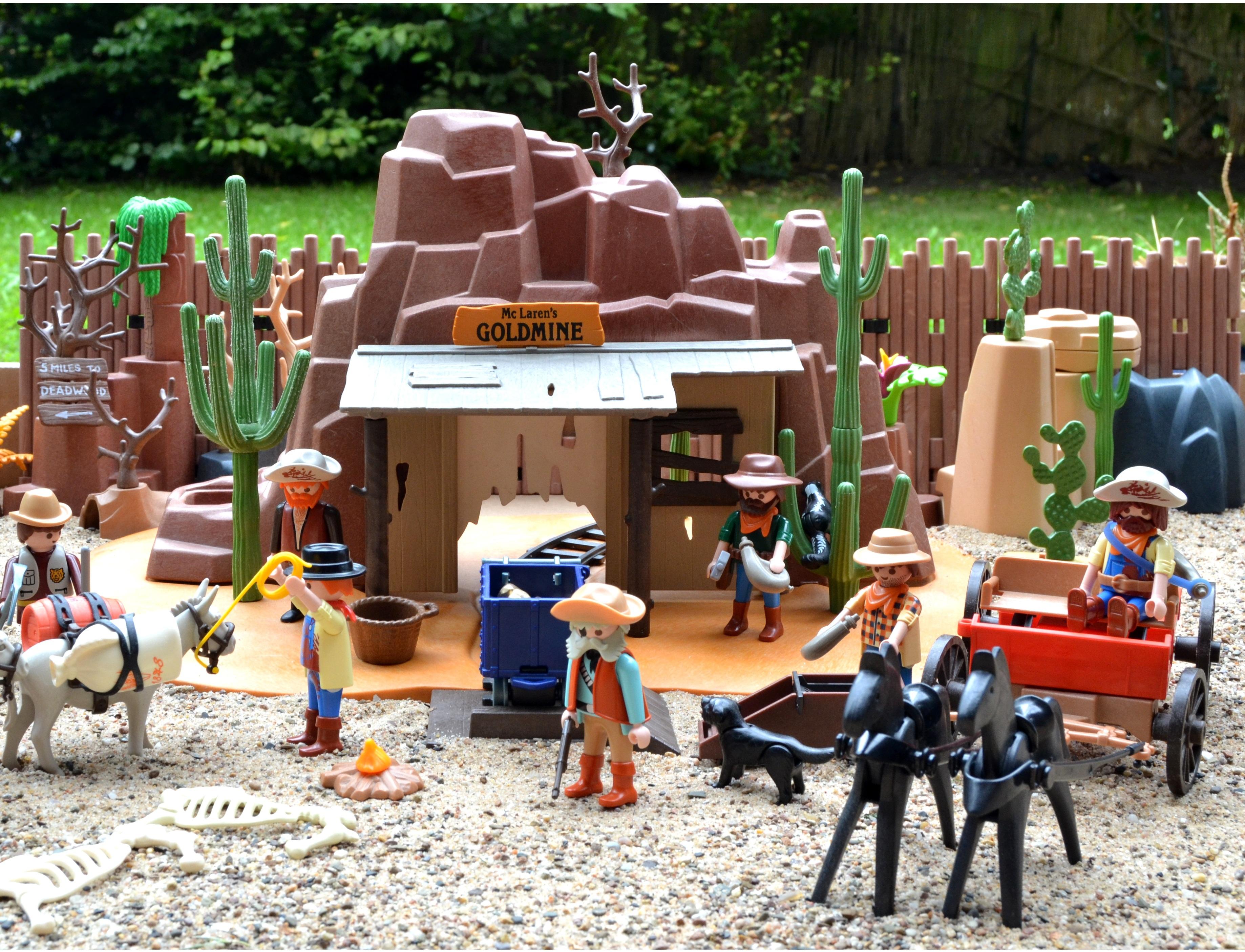 Backyard Toys free images : city, usa, america, backyard, toy, public space