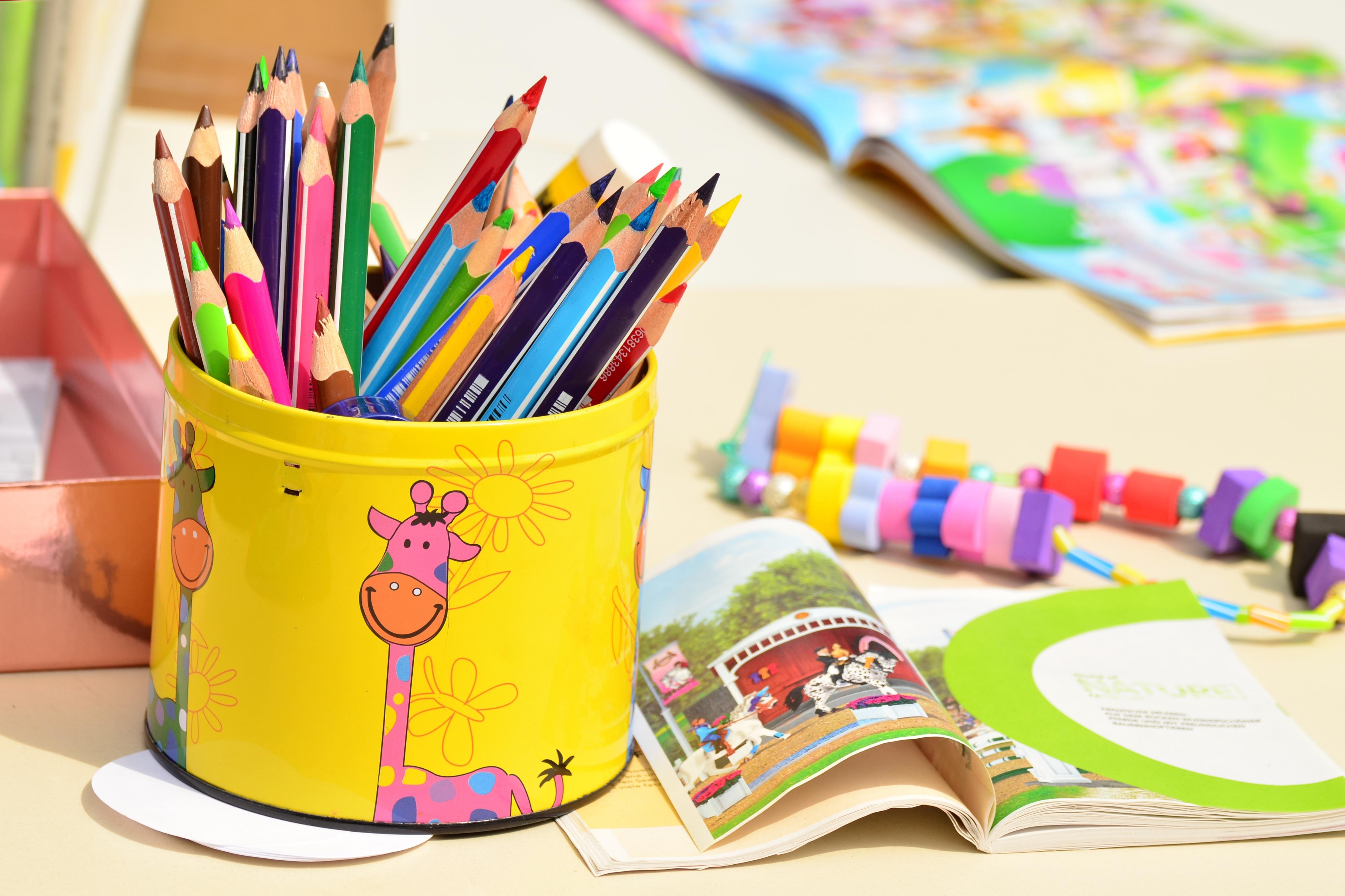 Fotos gratis : jugar, pintar, art, ilustración, plumas, papelería ...