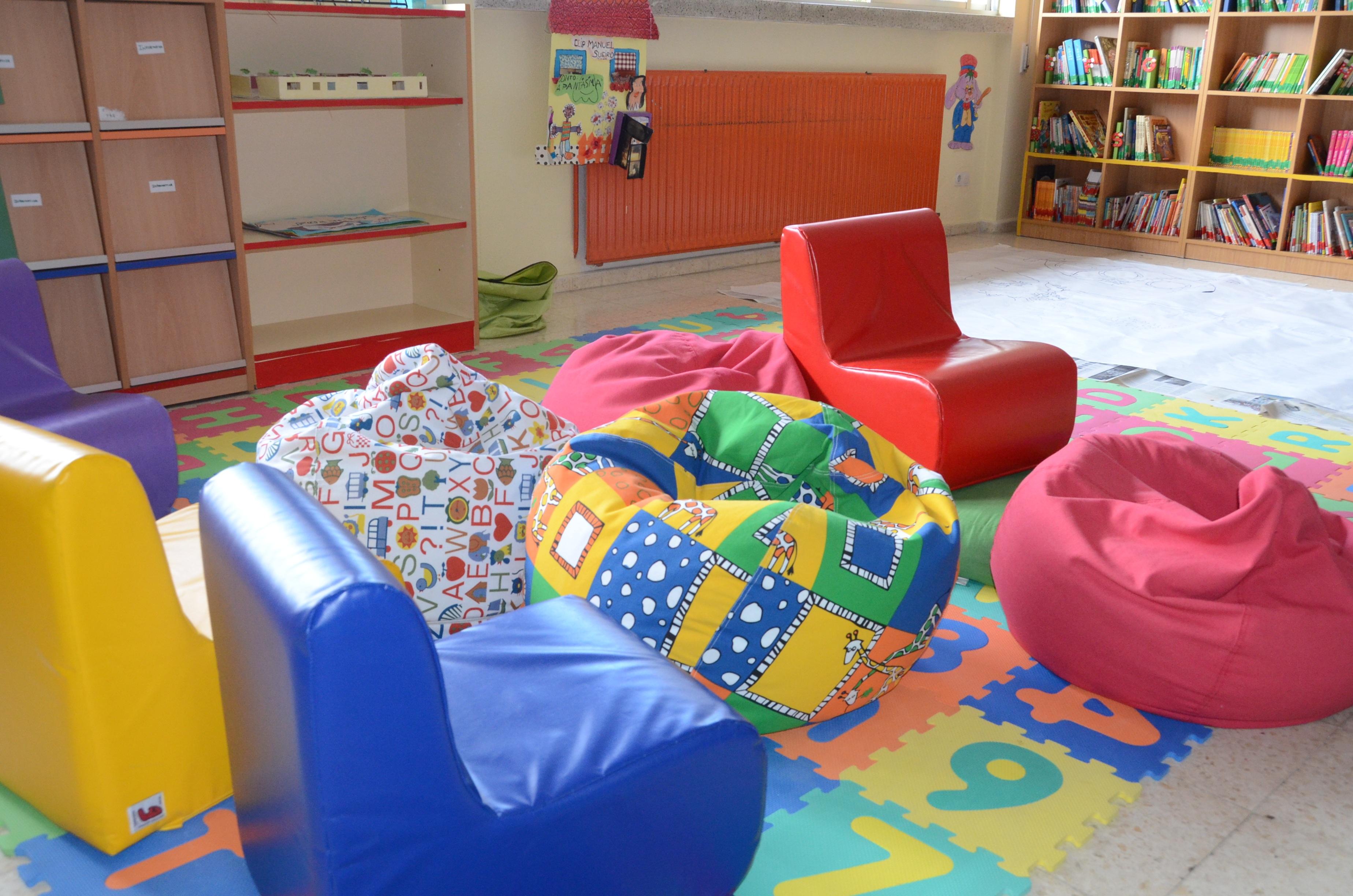 Fotos gratis : jugar, mueble, habitación, juguete, aula, biblioteca ...