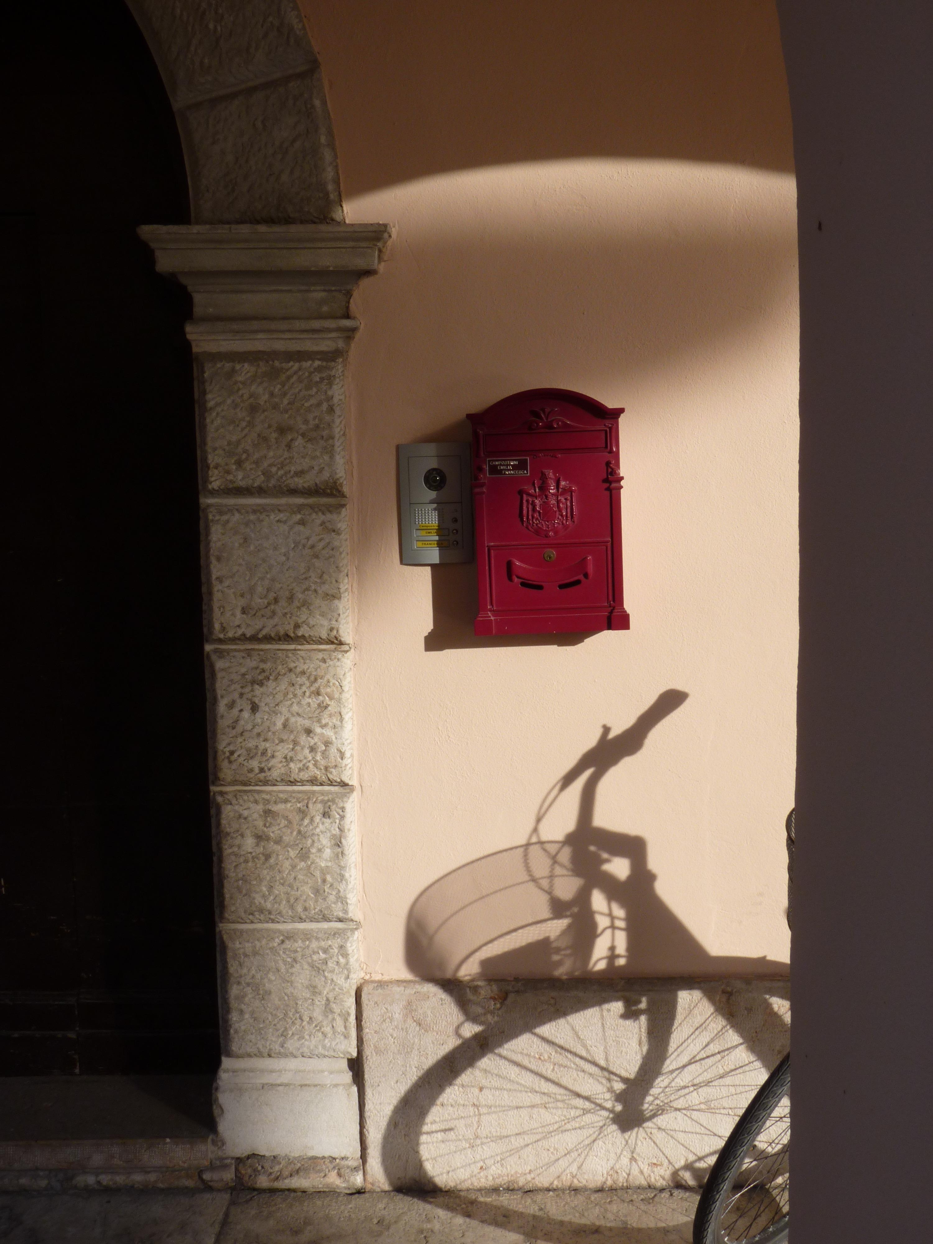 Postar Madeira Casa Janela Parede Arco Vermelho Cor Sombra Mobília  Iluminação Caixa De Correio Design De