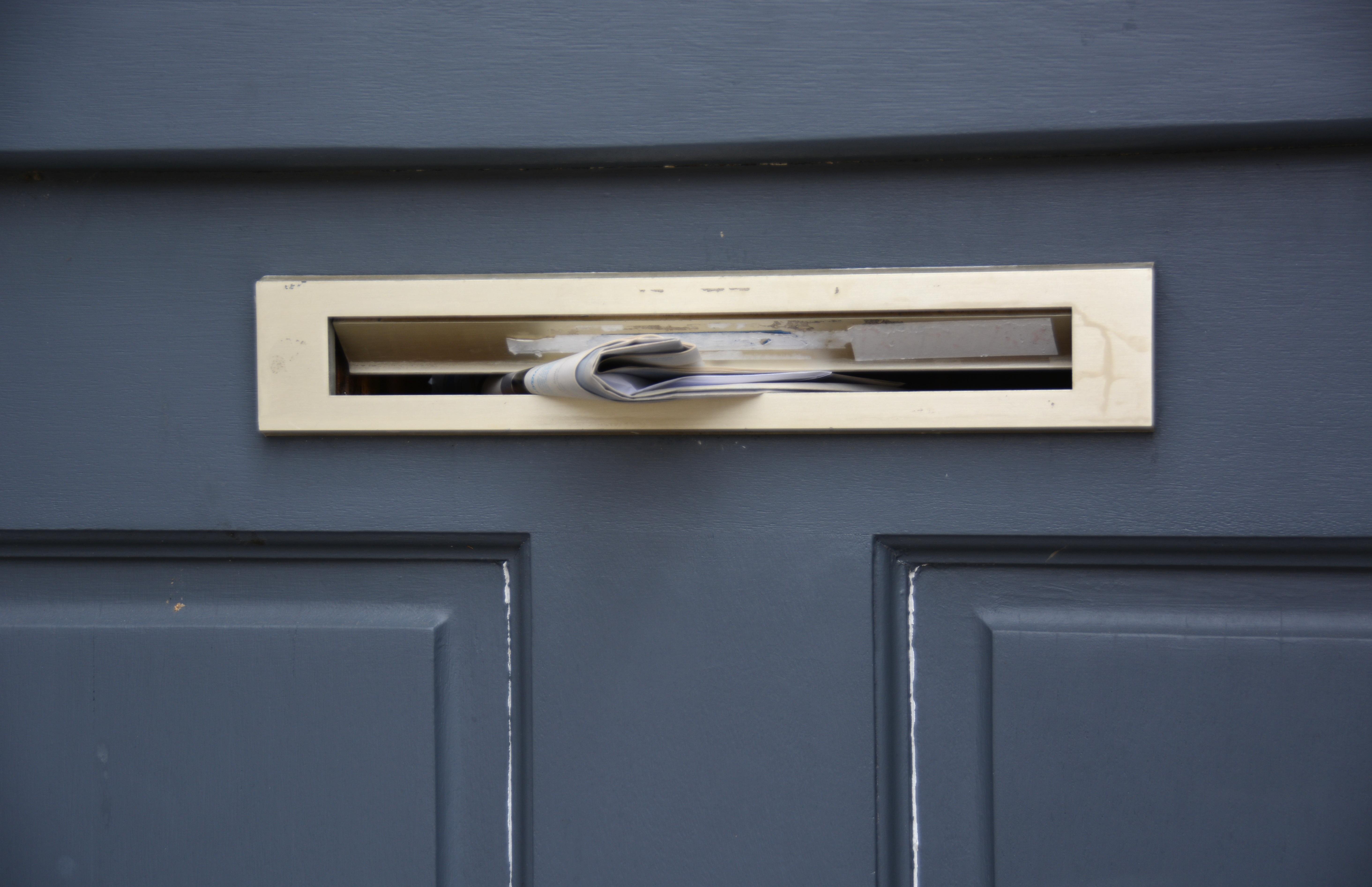 Fotos gratis enviar madera diario mueble habitaci n for Correo puerta a puerta