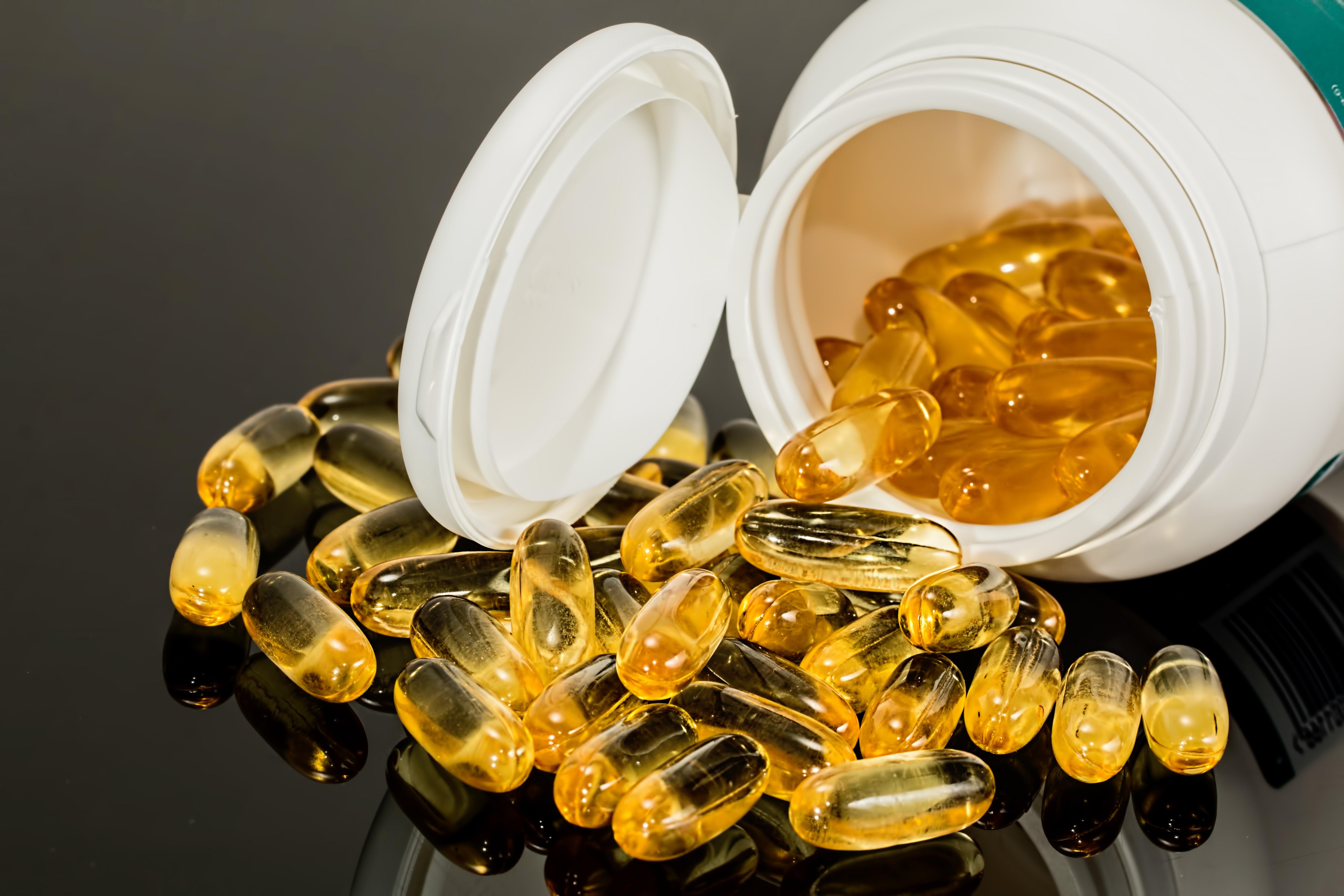 Gambar Menghasilkan Kuning Obat Kesehatan Invertebrata Kapsul Minyak Ikan Produk Emas Tembus Cahaya Makanan Farmasi Gel Vitamin Amber Fotografi Makro Suplemen Pil Memperbaiki