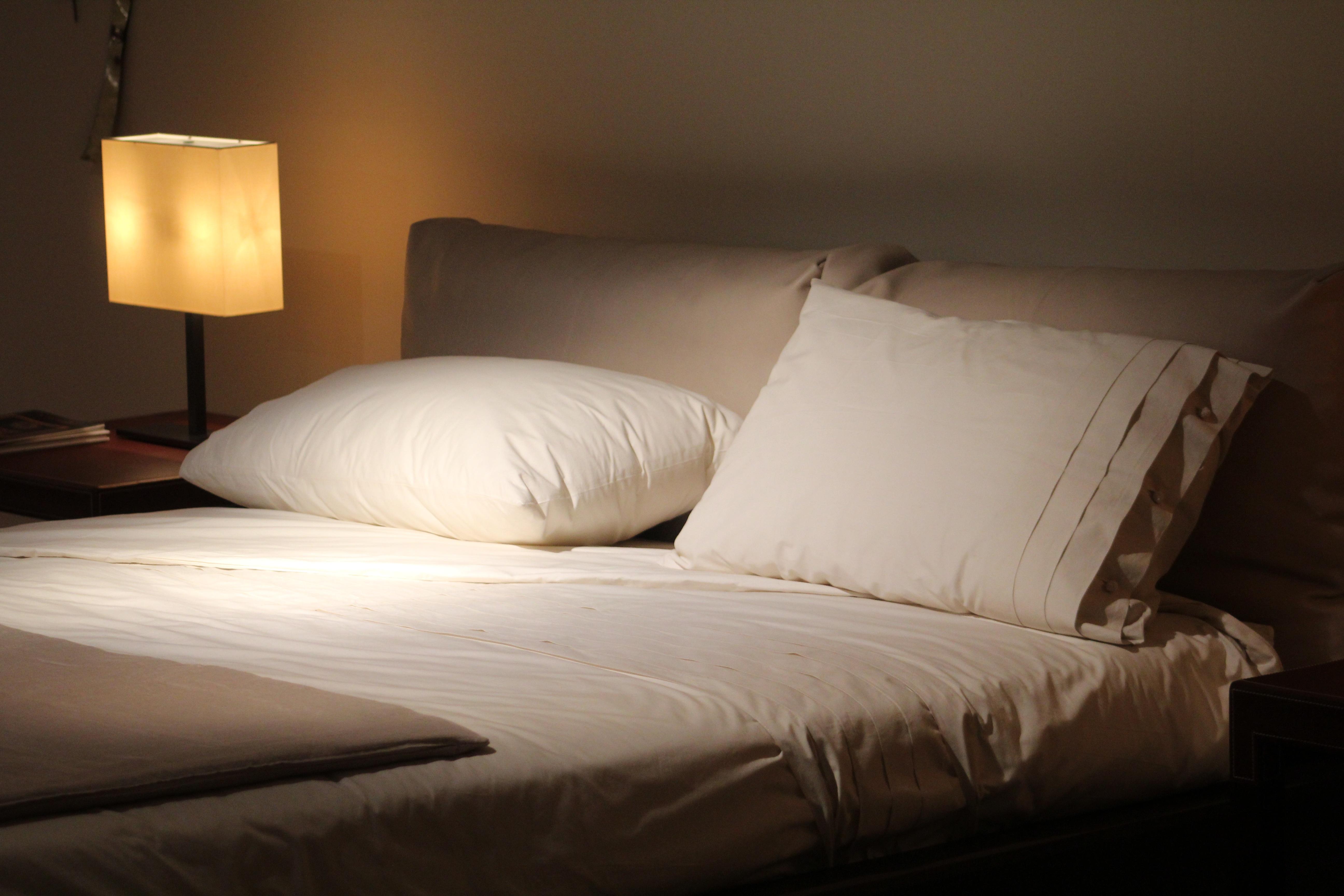 Fotos gratis : leer, piso, descanso, mueble, habitación, Cuarto ...