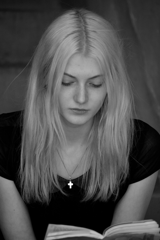 Fotoğraf Okumak Kişi Siyah Ve Beyaz Kız Portre Model Tek