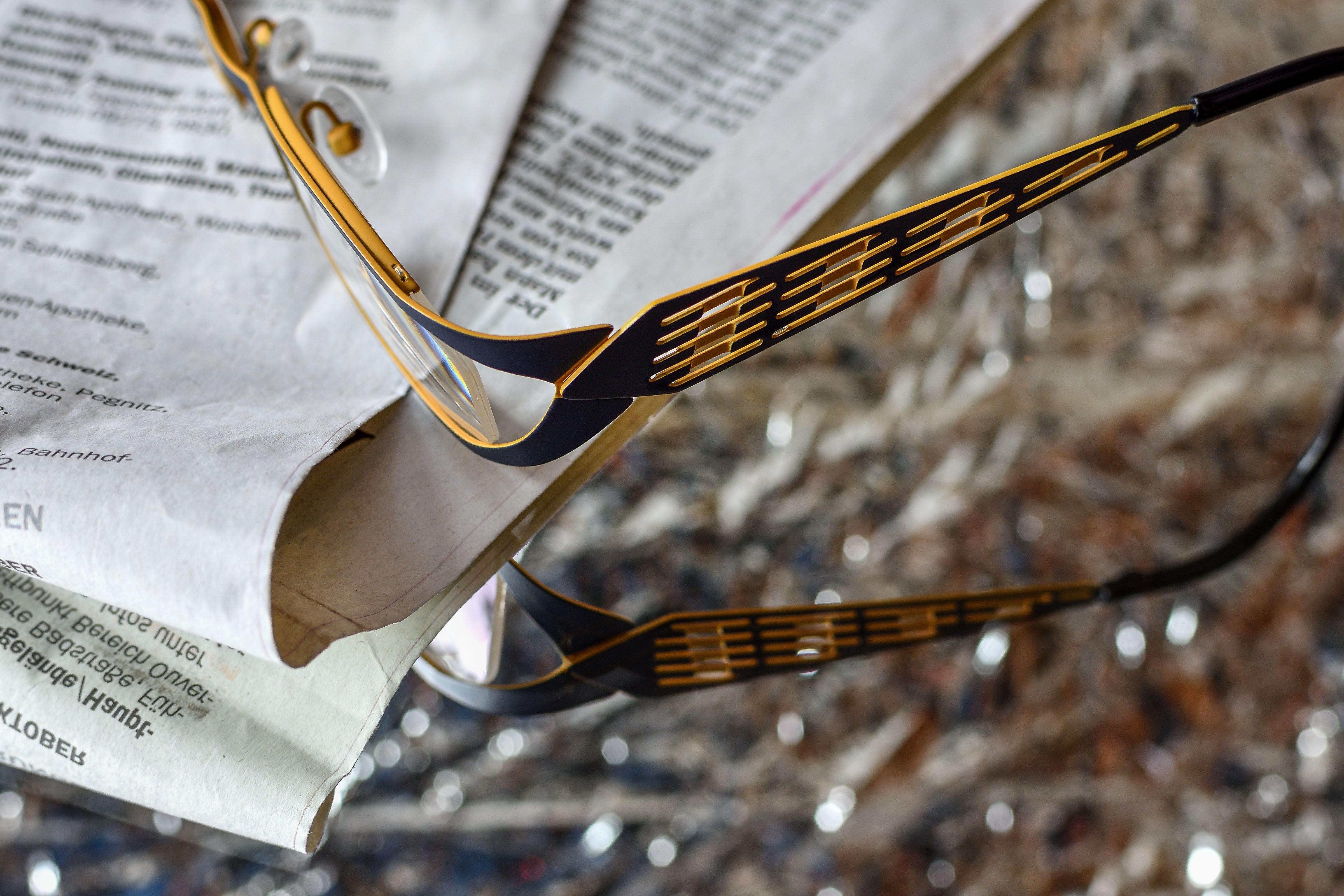 Fotos gratis : leer, utensilio, Bokeh, periódico, metal, negro ...
