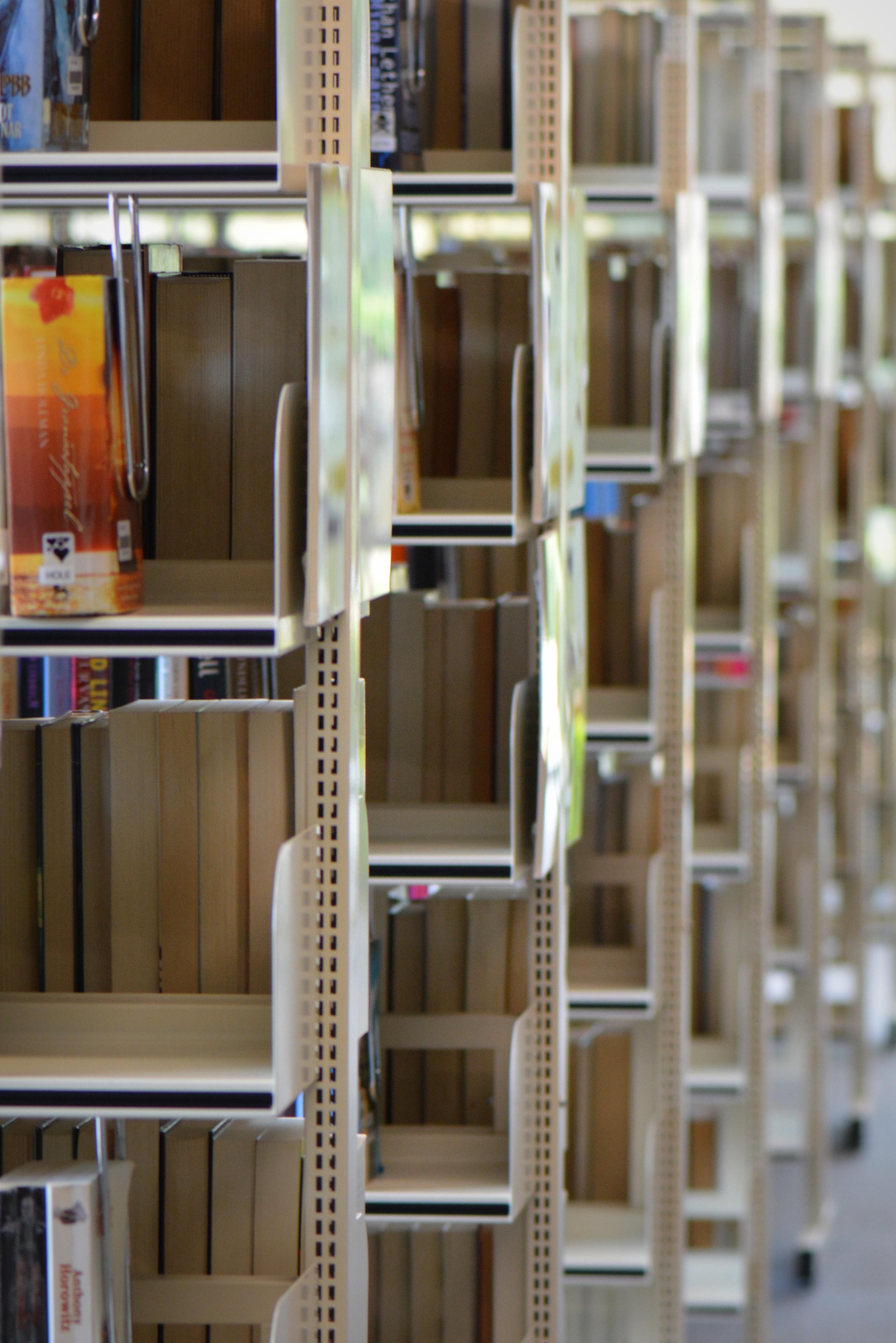 leer madera estante mueble habitacin estante para libros diseo de interiores biblioteca diseo libros estantera inventario