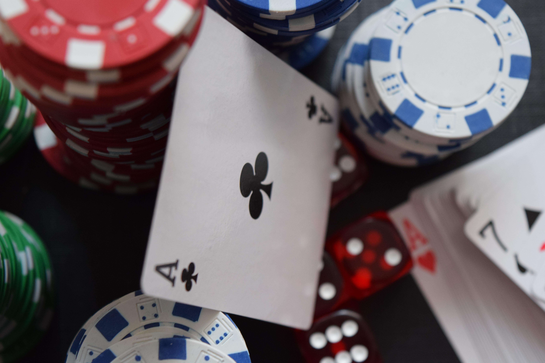 Играть в азартные игры покер онлайн казино со спинами при регистрации без депозита