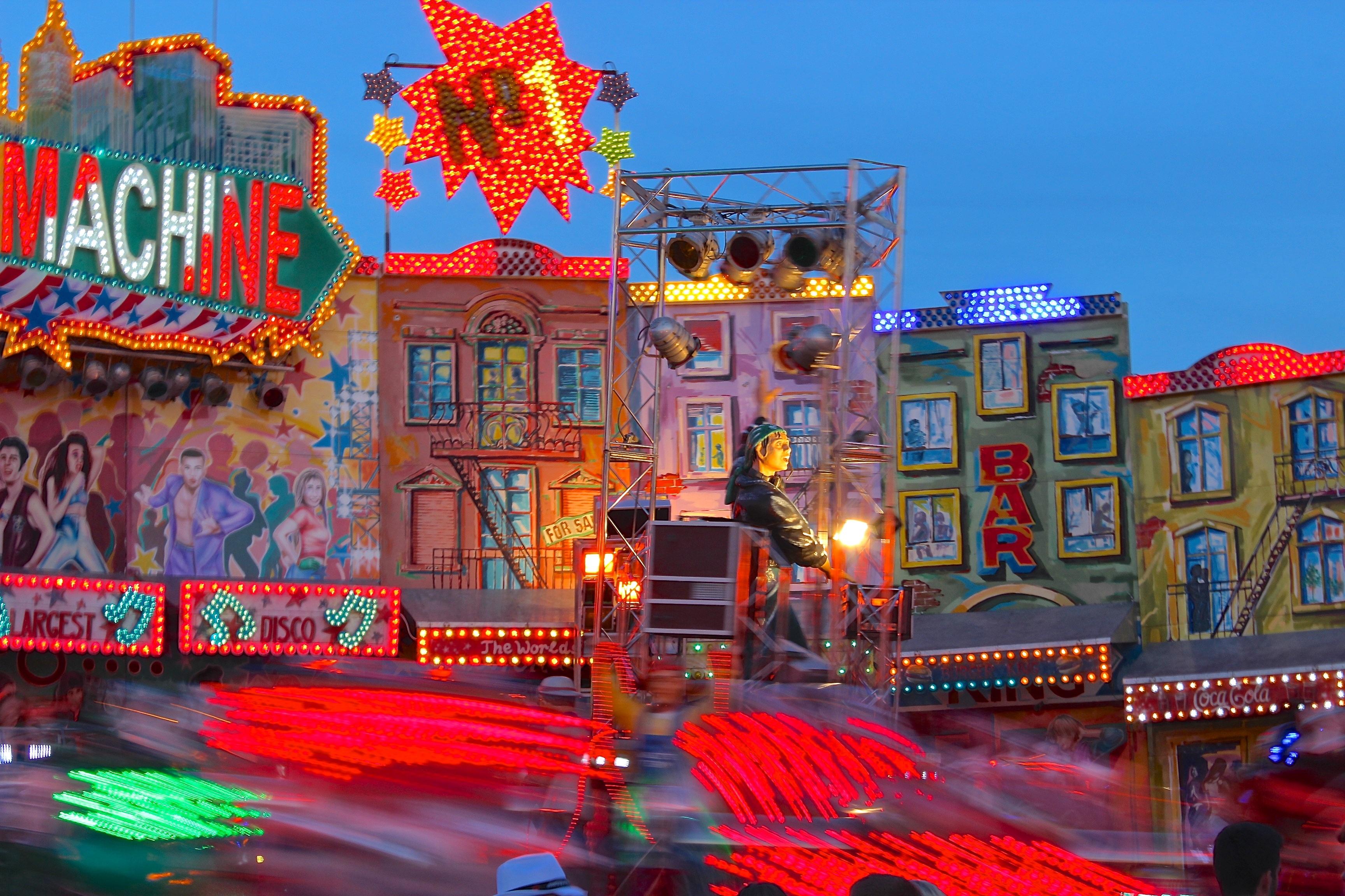 Gratis Afbeeldingen : rood, attractiepark, rijden, carrousel ...