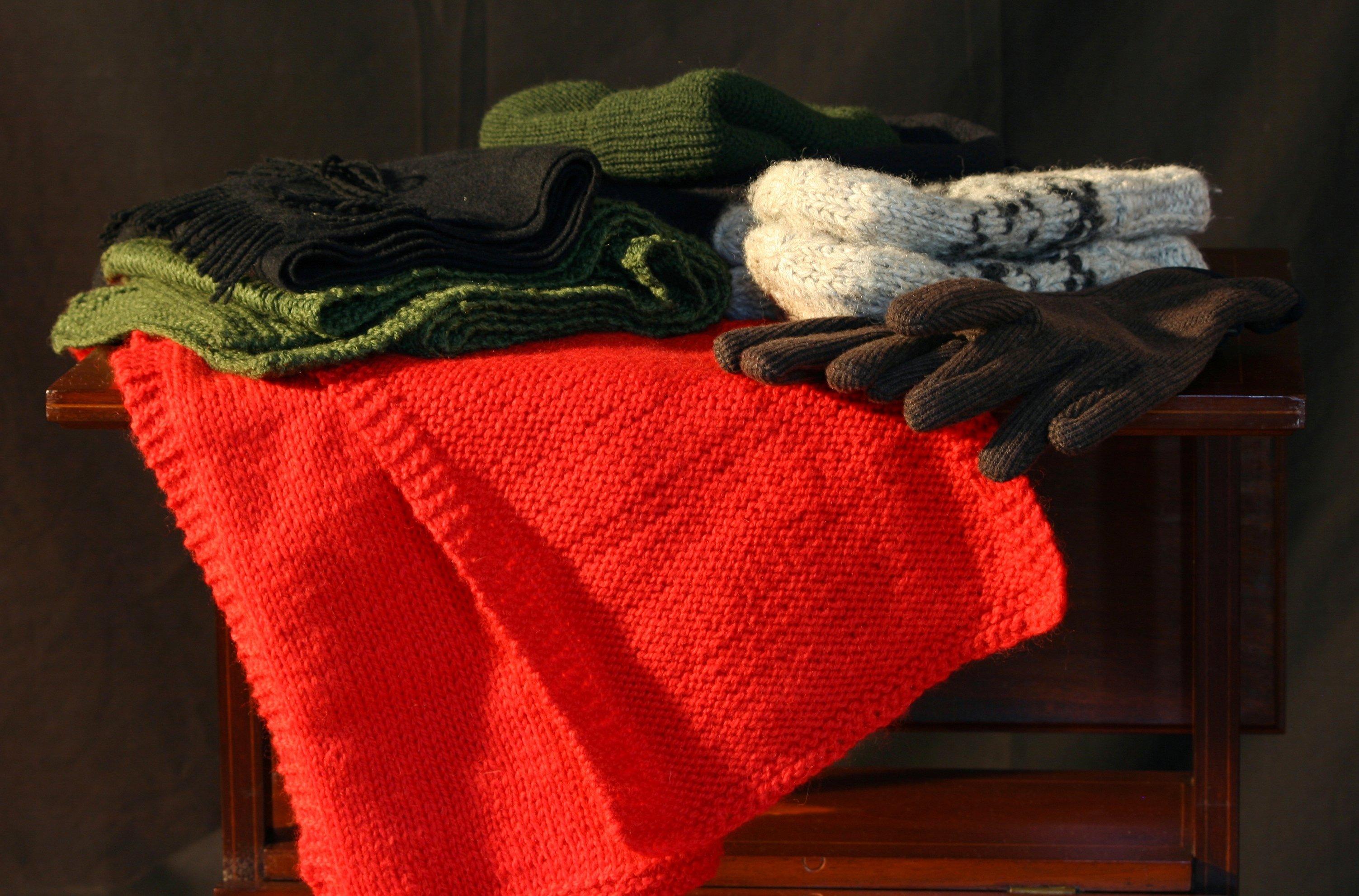 Kostenlose foto : rot, Kleidung, Möbel, stricken, Oberbekleidung ...