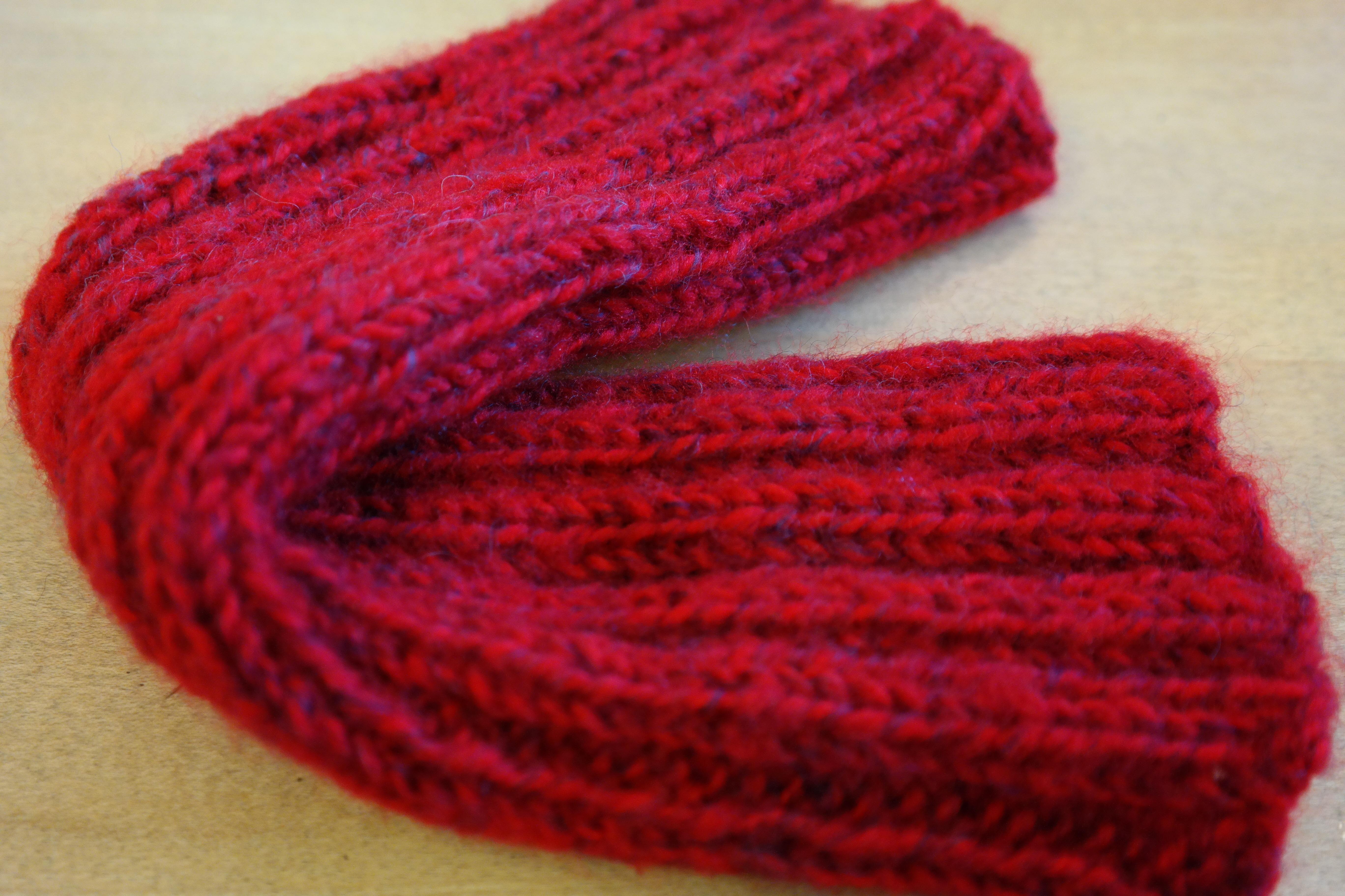 Fotos gratis : rojo, ropa, material, prenda, hilo, de lana, tejer ...