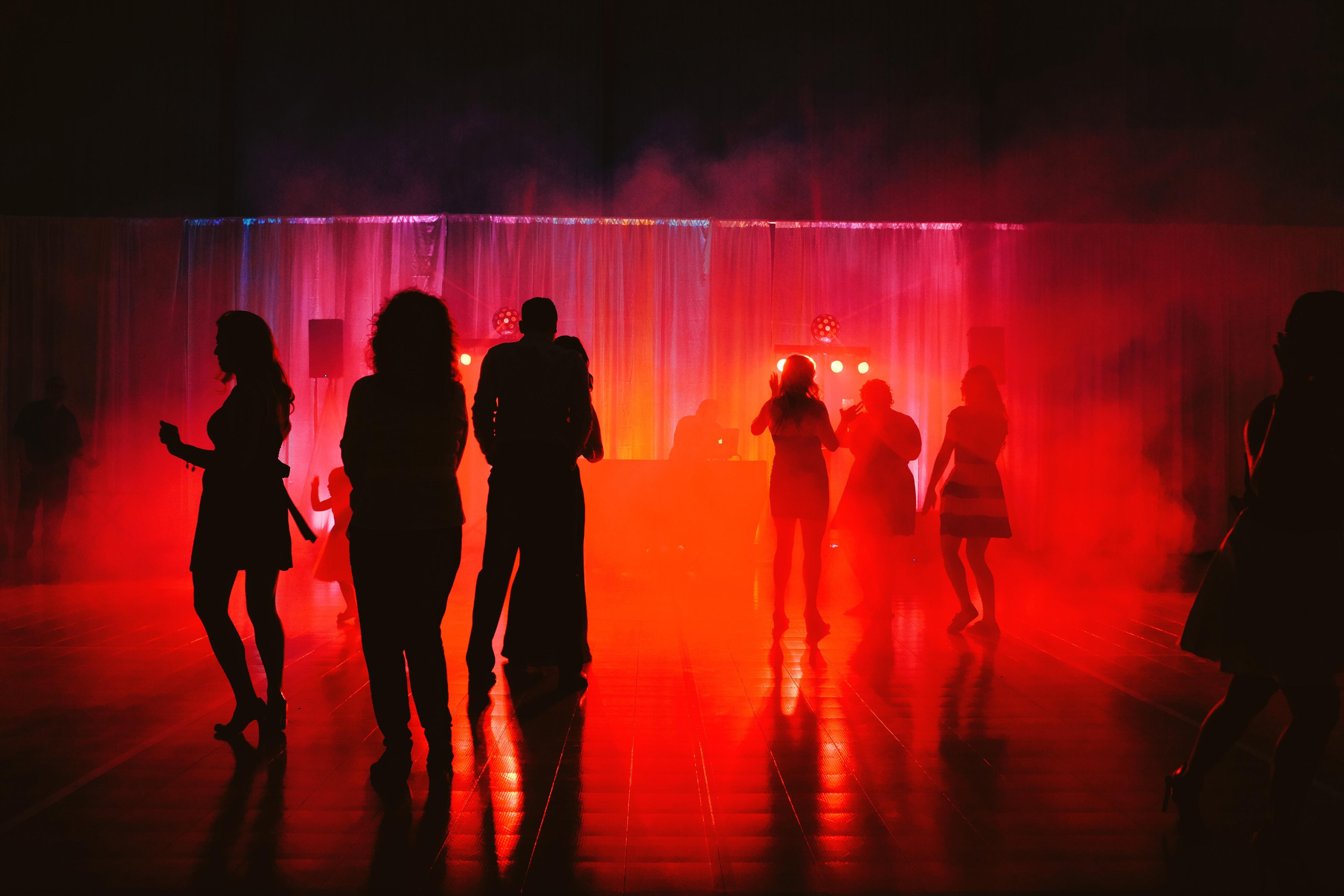 свежие как фотографировать танцующих людей на сцене огни стали