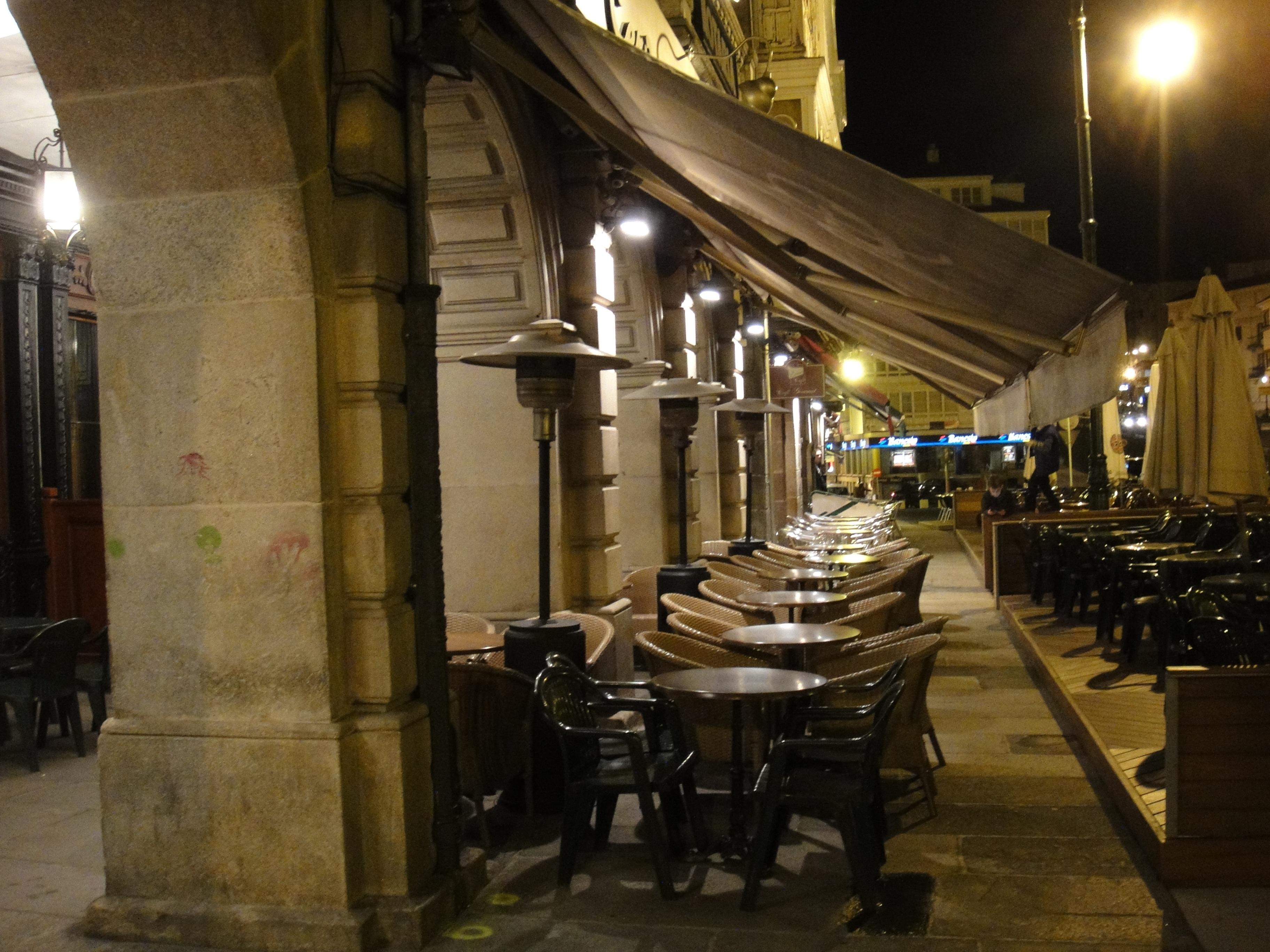 restaurante bar iluminacin diseo de interiores barras arcadas betanzos
