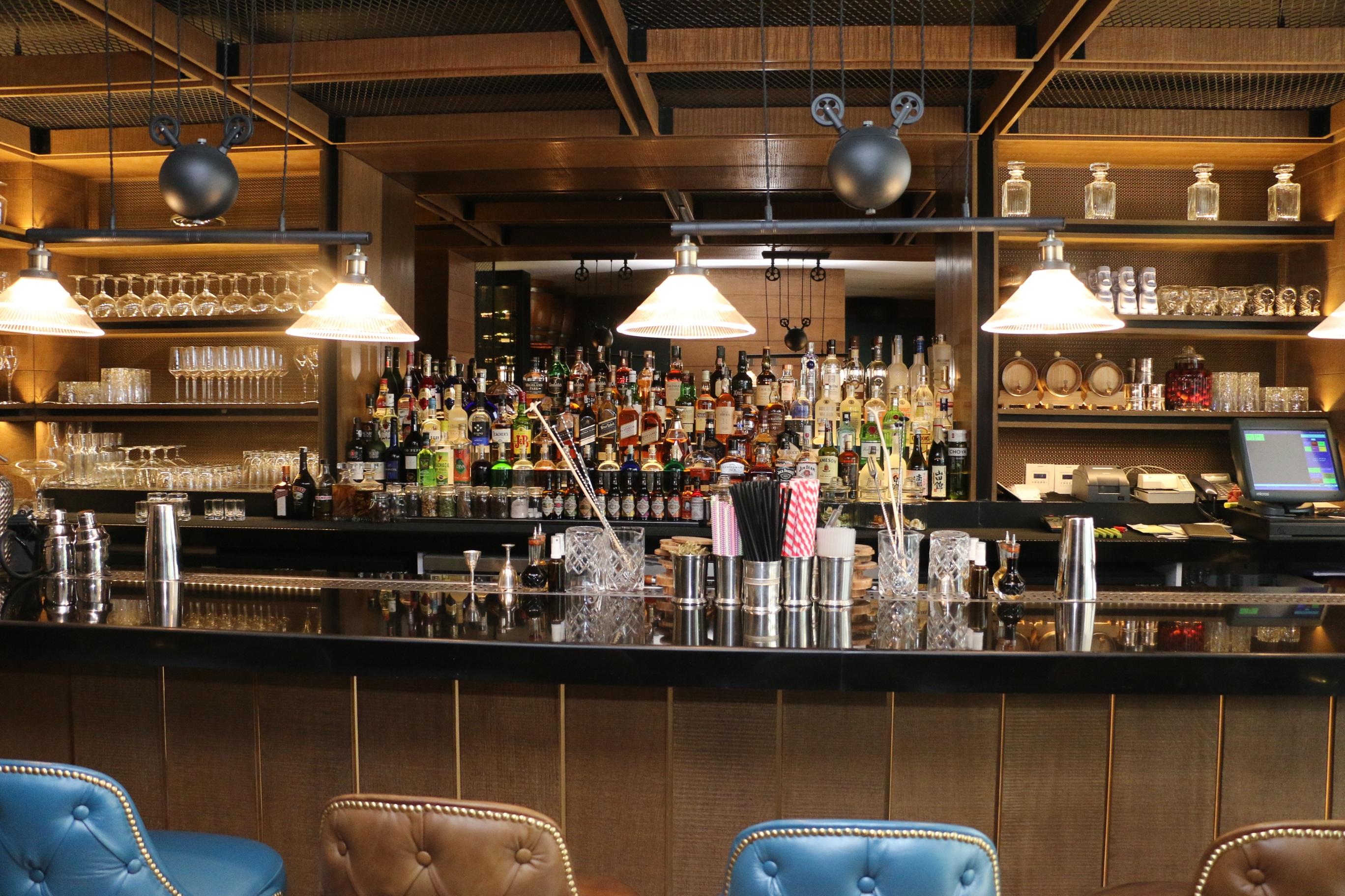 Kostenlose foto : Restaurant, Bar, Mahlzeit, Innenarchitektur, Essen ...