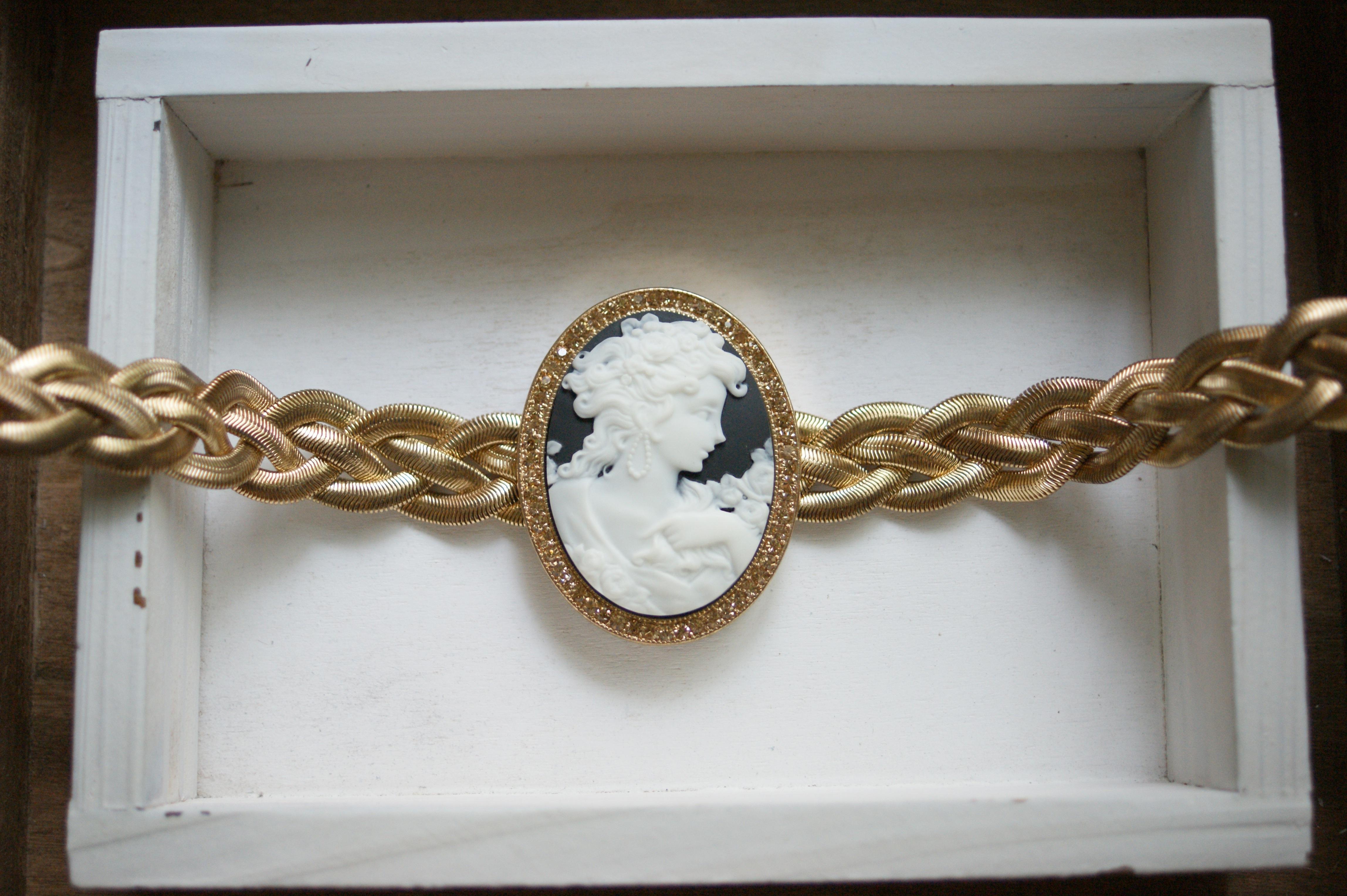 Fotos gratis : Retro, cadena, collar, pulsera, joyería, marco ...