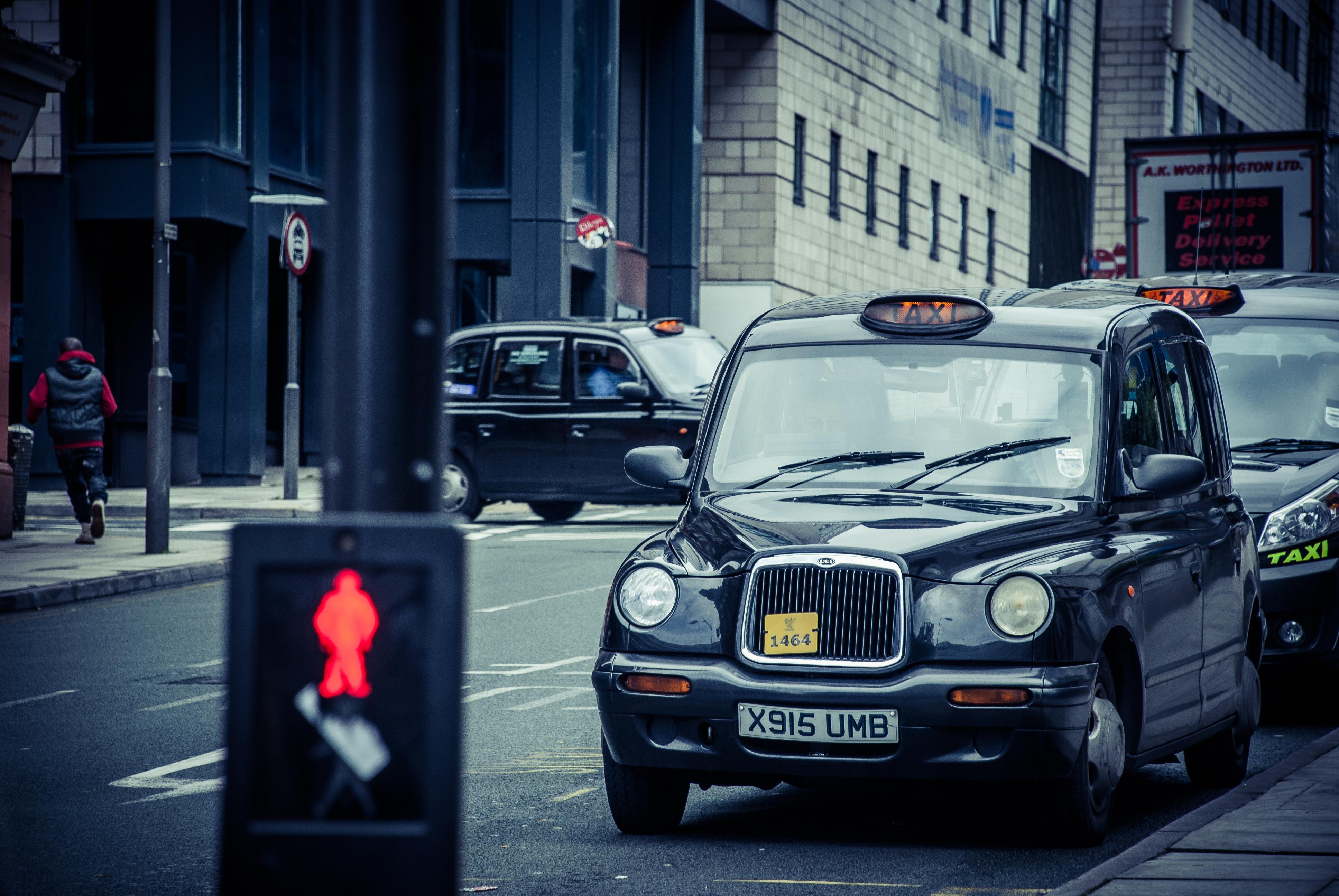 images gratuites route voiture taxi attendre v hicule clairage feu de circulation. Black Bedroom Furniture Sets. Home Design Ideas