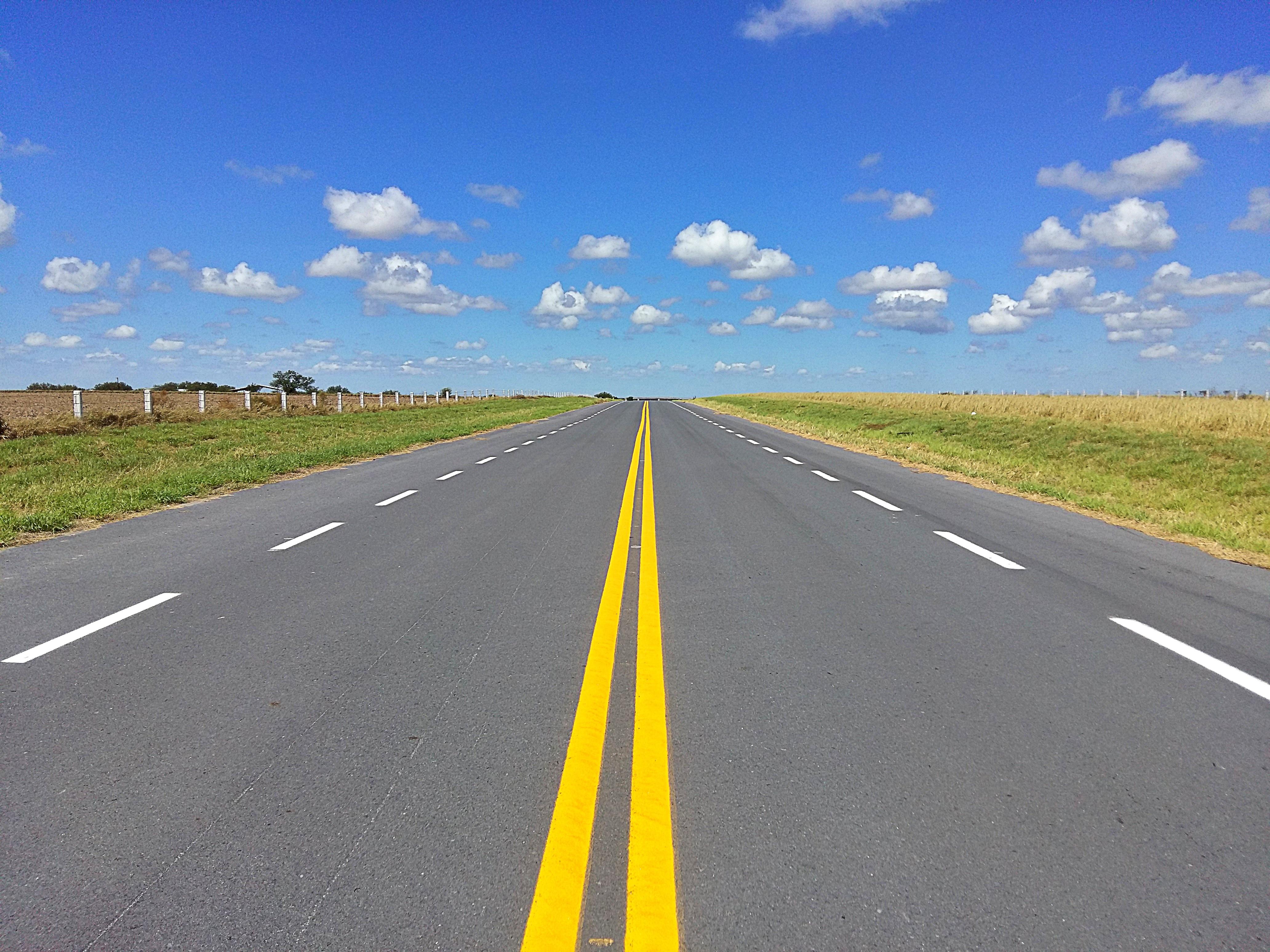 Gambar jalan raya menyetir aspal jalur bahu