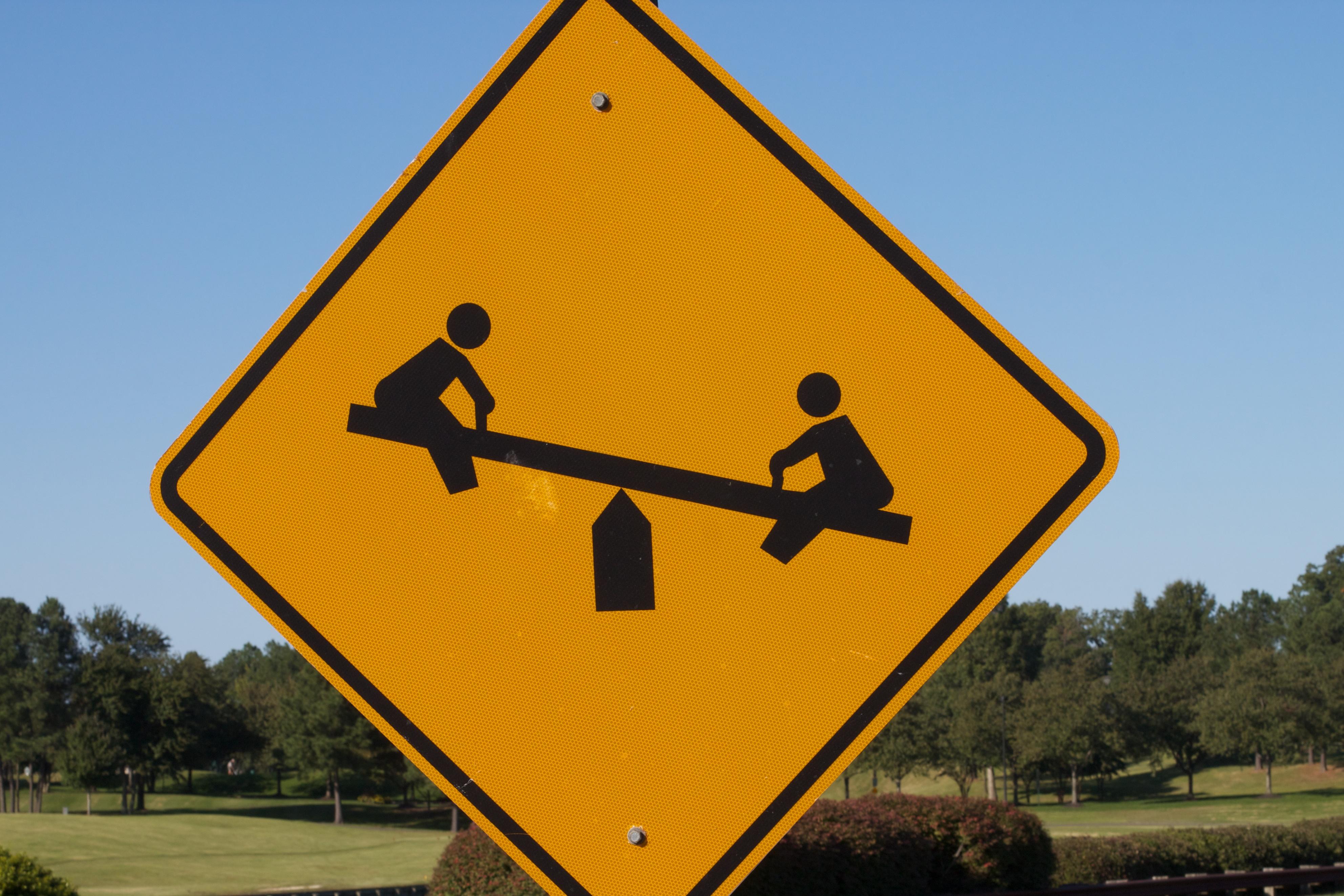 Дорога и дорожные знаки в картинке