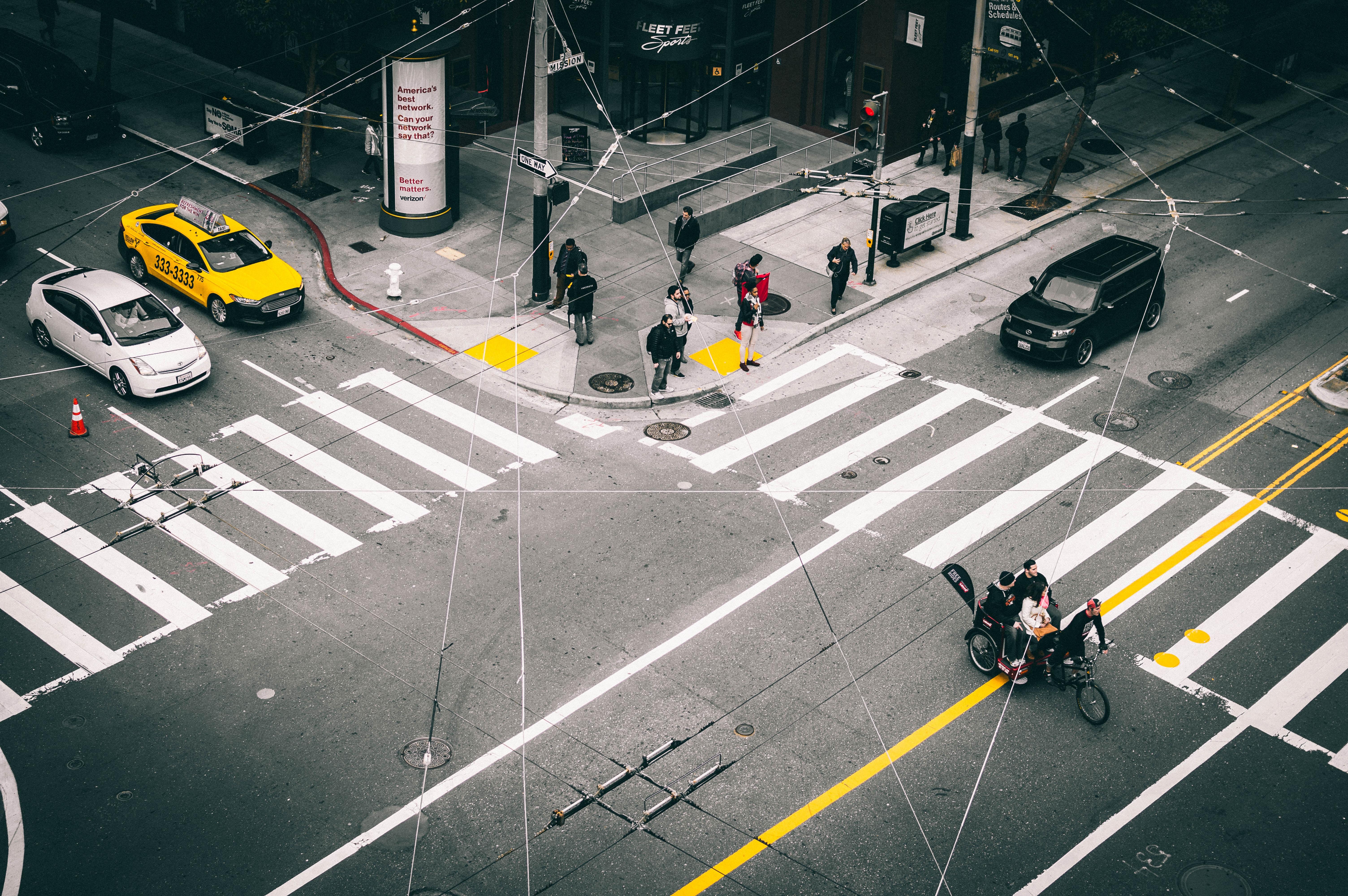 hình ảnh : đường phố, xe hơi, Nhựa đường, hàng, Xe, ngã tư, màu vàng, Lane,  góc 6016x4000