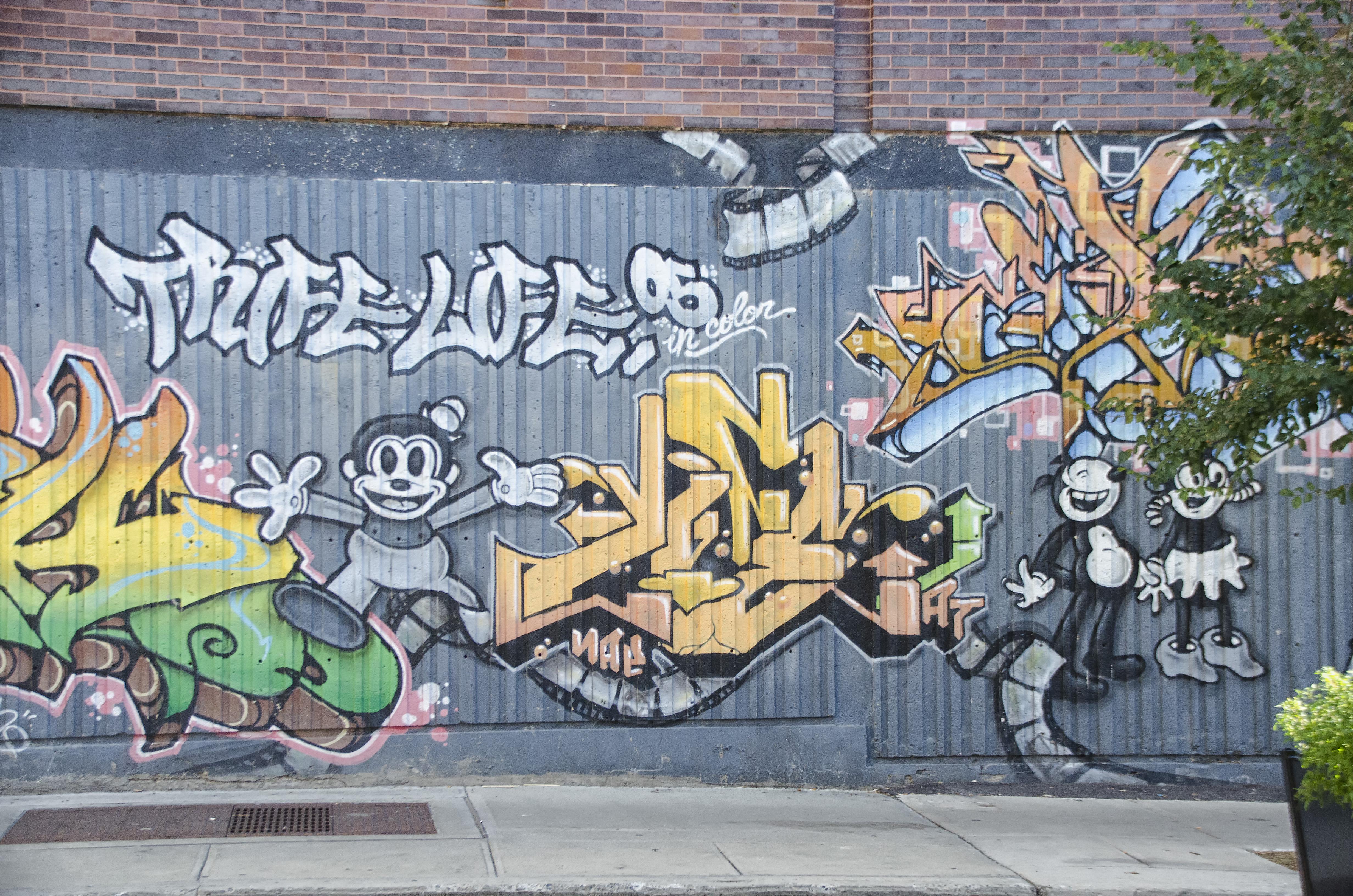 Road street city wall graffiti street art art de of canada mural quebec montreal ville neighbourhood