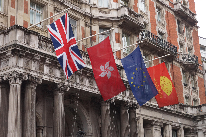 свадебный костюм флаг лондона фото этой