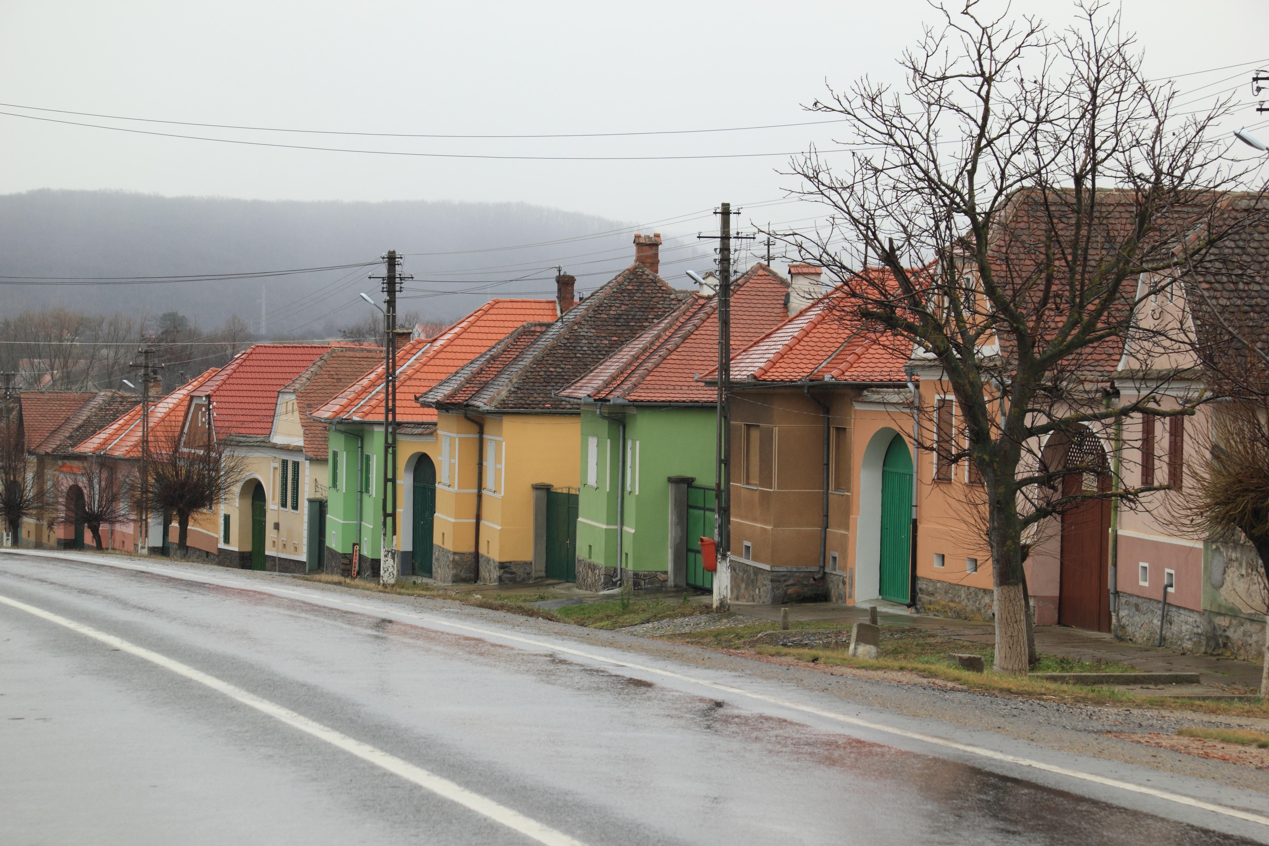 Images gratuites route rue maison pluie humide for Assainir maison humide