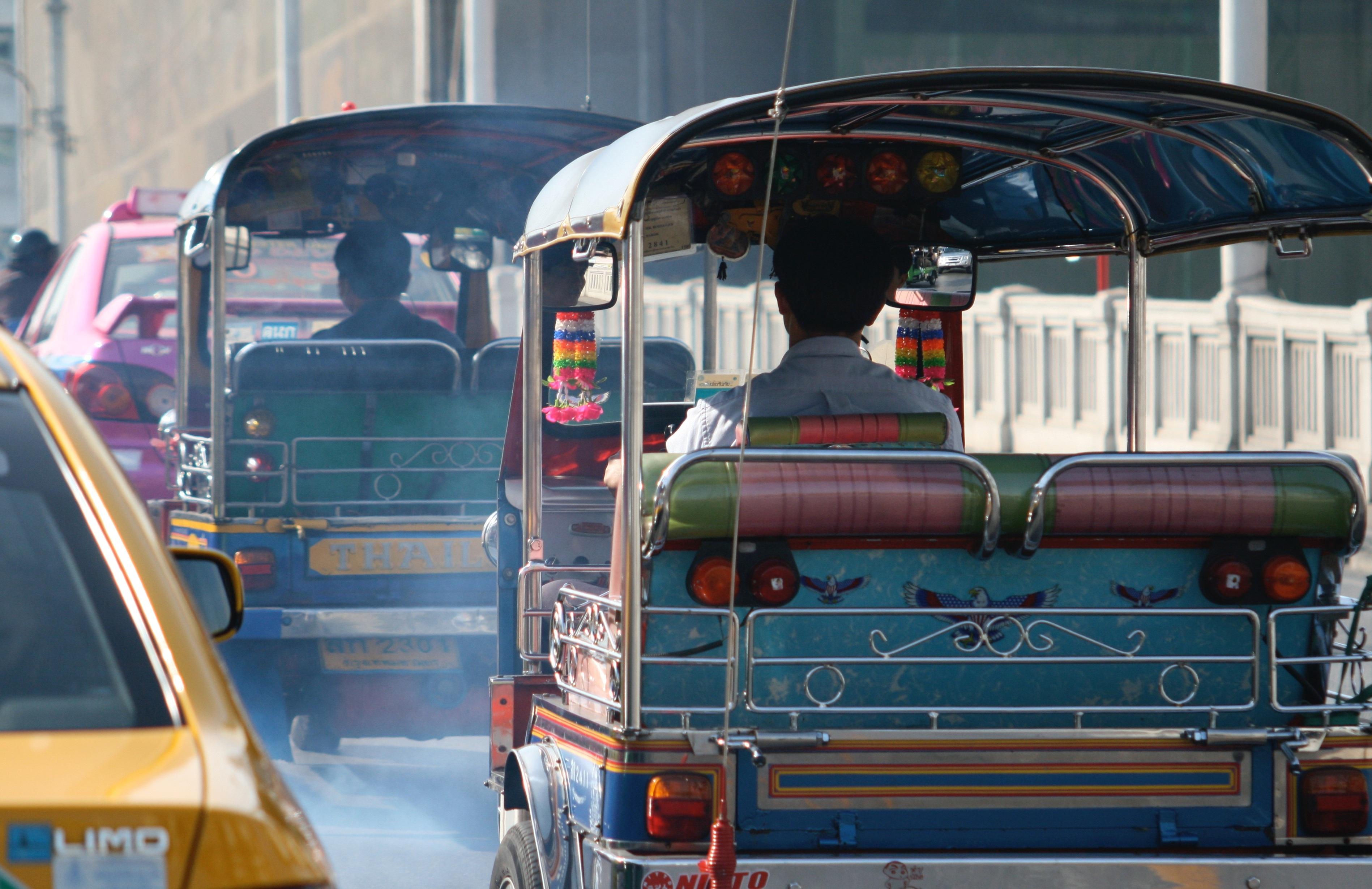 Gambar Jalan Lalu Lintas Mobil Perkotaan Pusat Kota Angkutan