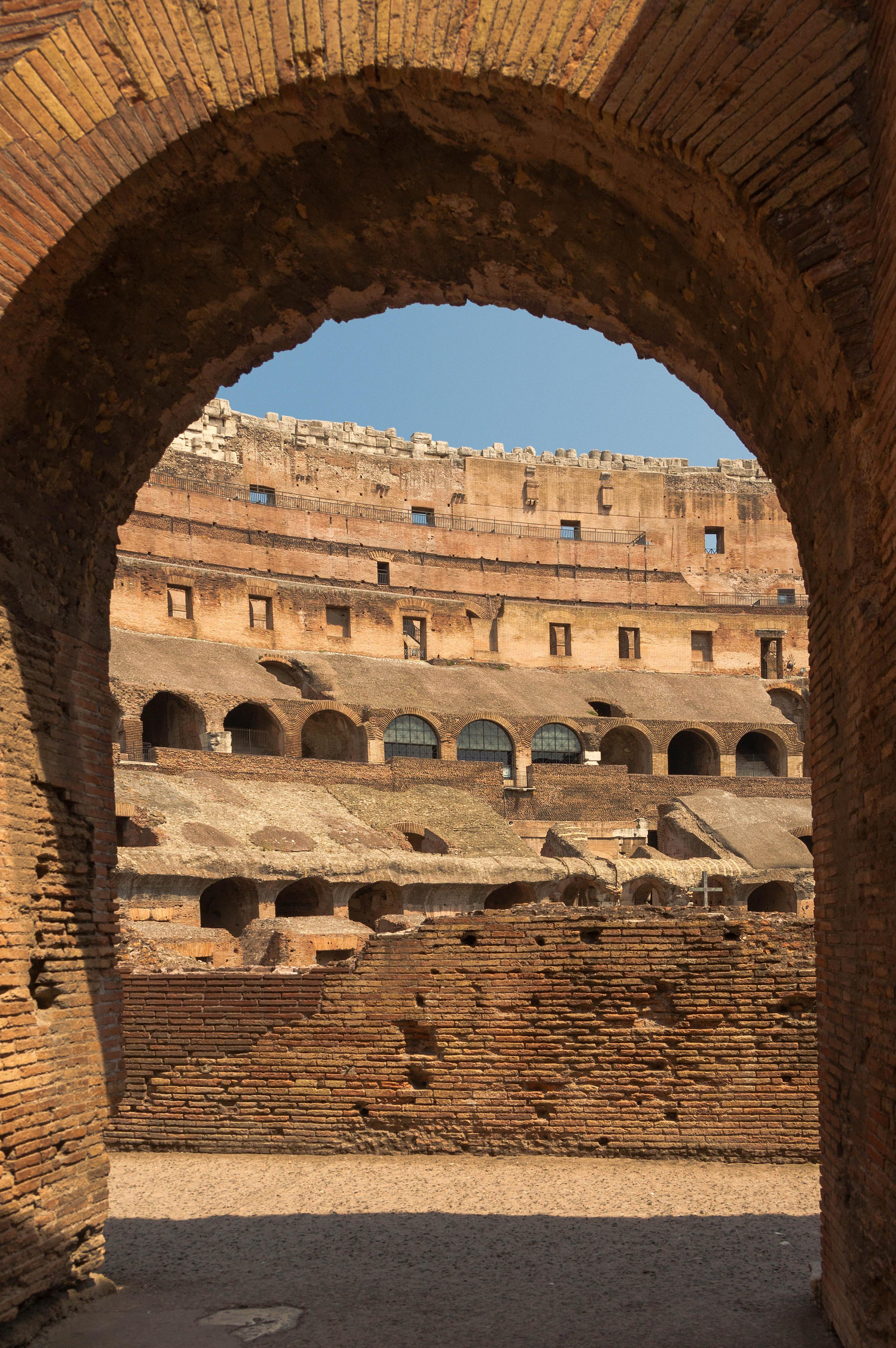 fotos gratis rock estructura interior pared monumento arco columna visin antiguo punto de referencia italia