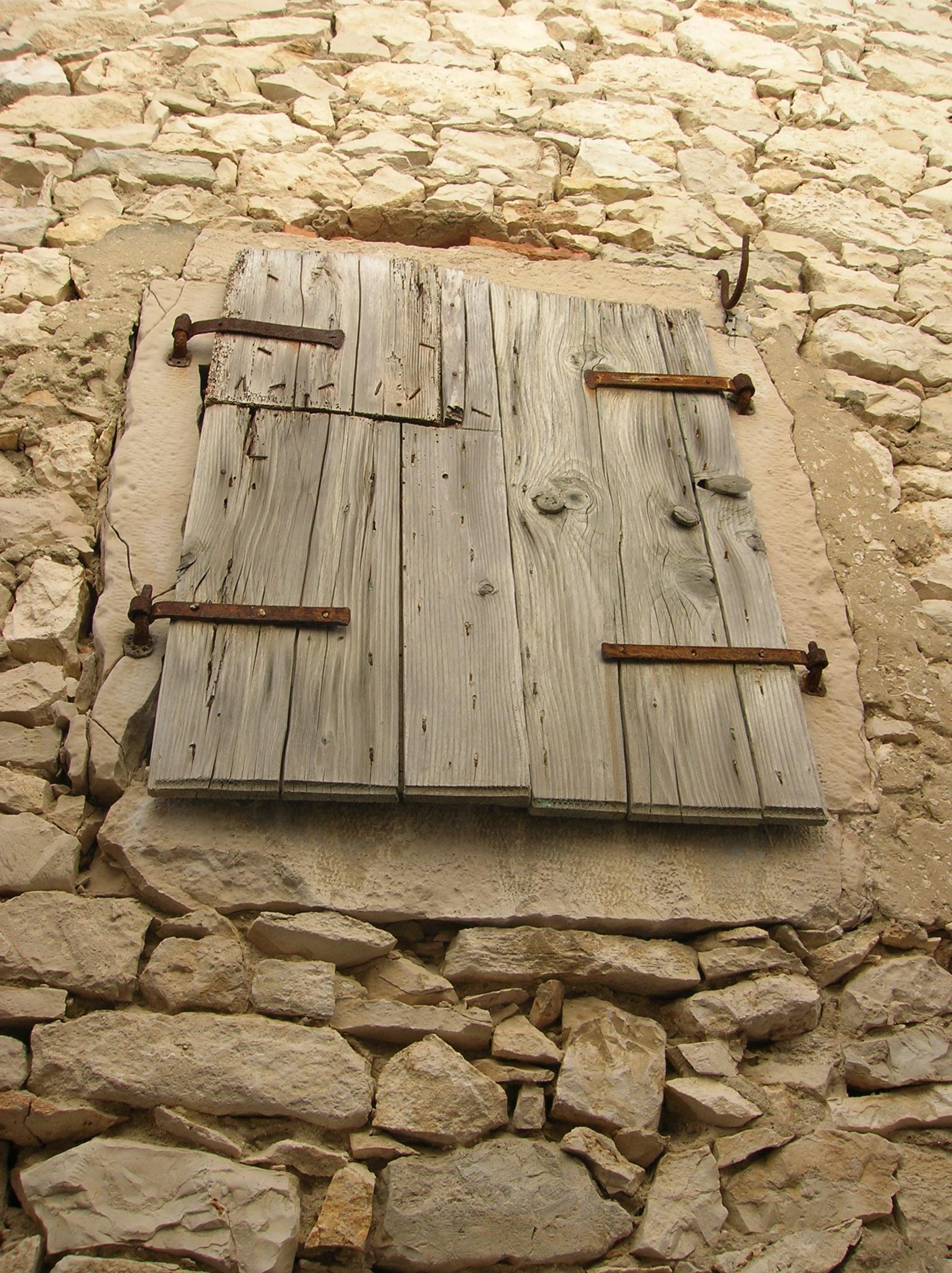 fotos gratis rock estructura madera casa piso ventana pared pueblo exterior pared de piedra mueble ladrillo maderas obturador