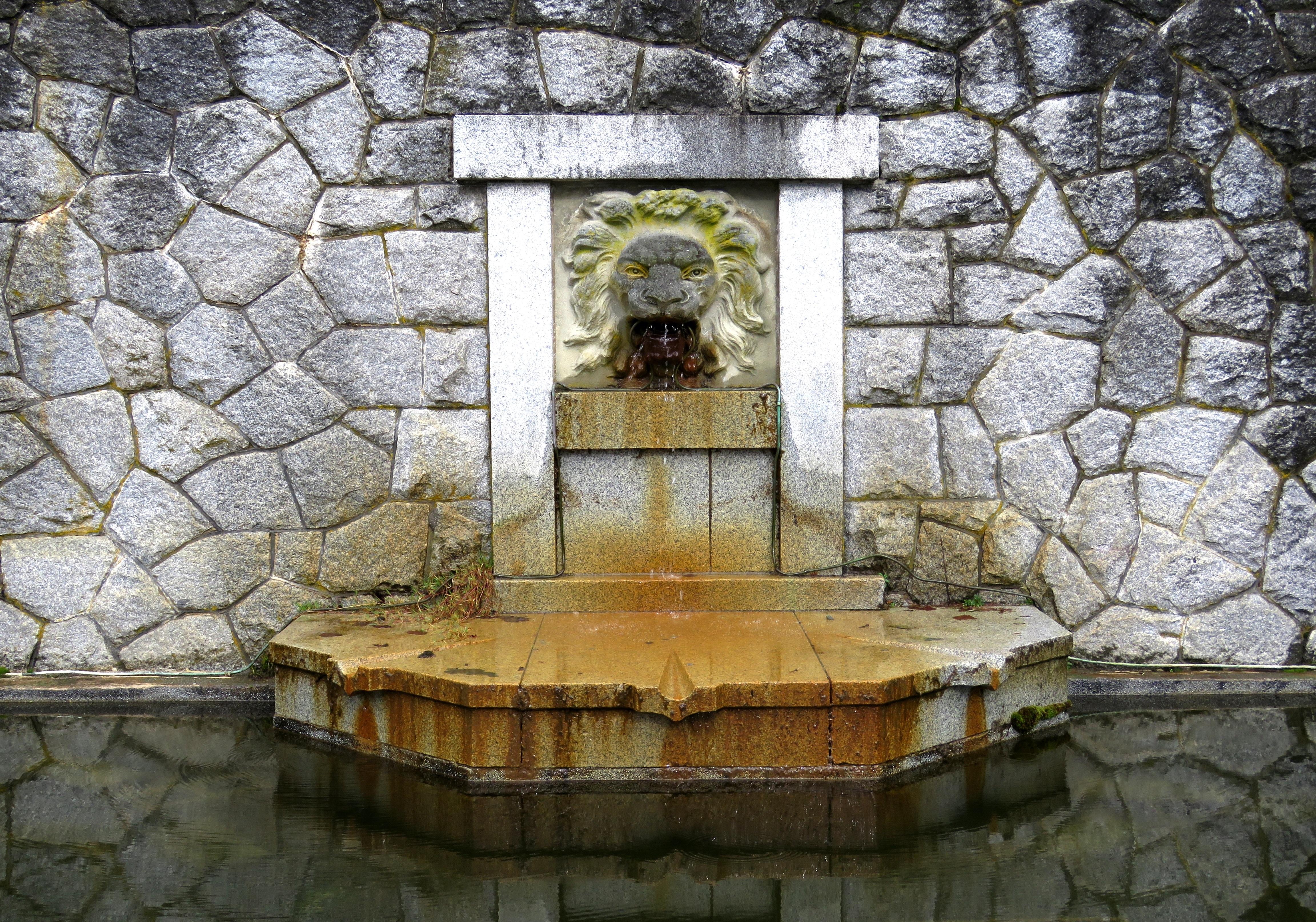Fotos gratis rock arquitectura ventana pared pared de piedra le n fuente de agua art - Fuentes de piedra antiguas ...