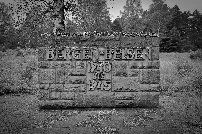 Fotos gratis : rock, en blanco y negro, pared, cementerio, monocromo ...