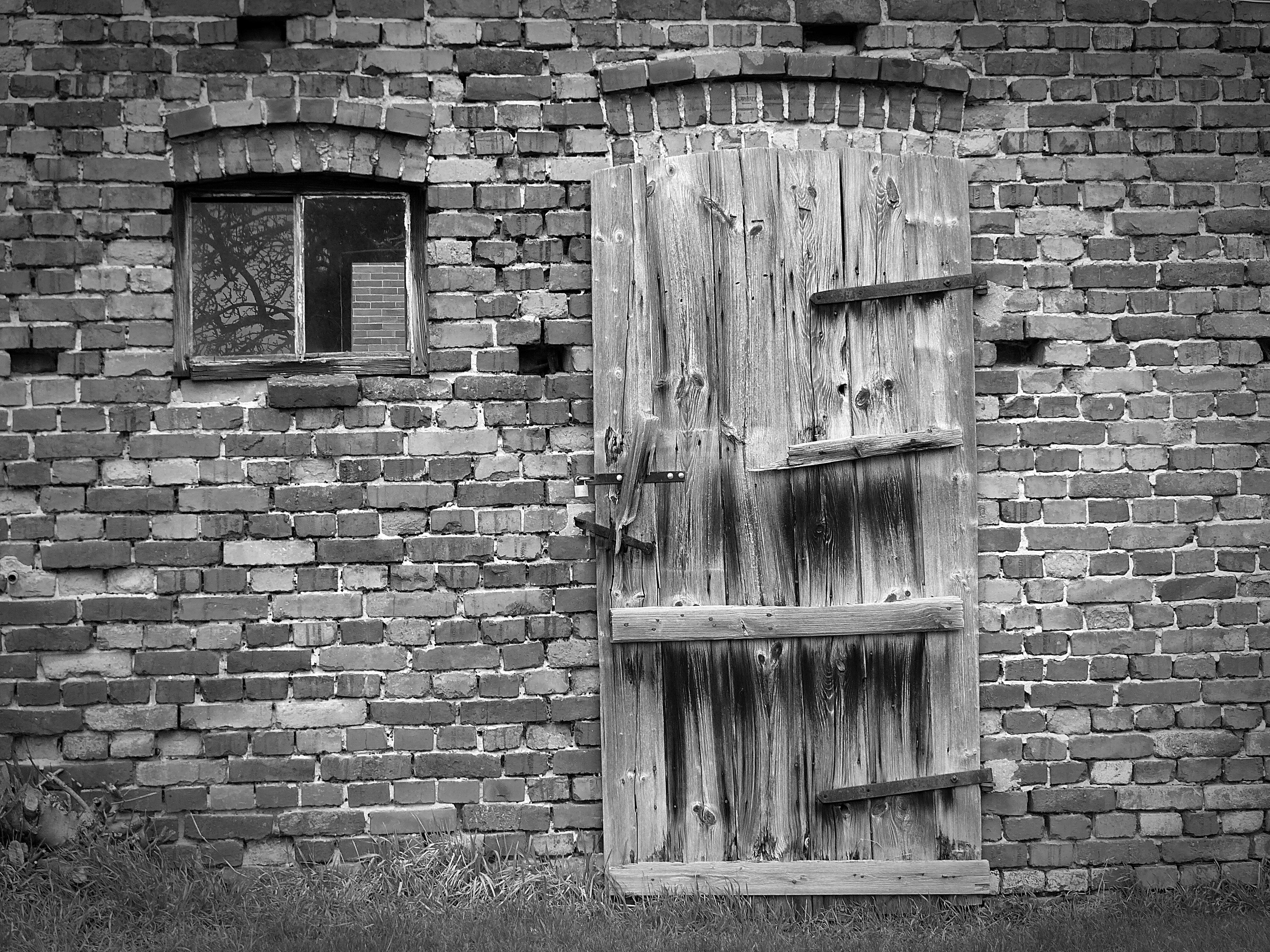 Fotos gratis : rock, en blanco y negro, madera, calle, fotografía ...
