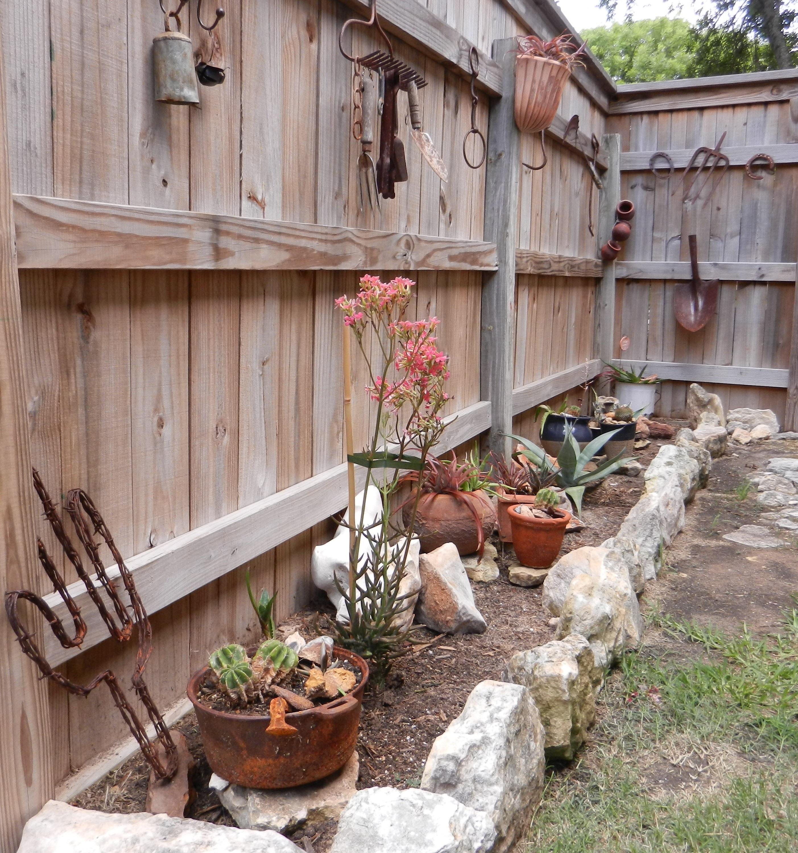 cloture bois maison cheap idee cloture maison clature de jardin en bois idees palissade pour. Black Bedroom Furniture Sets. Home Design Ideas