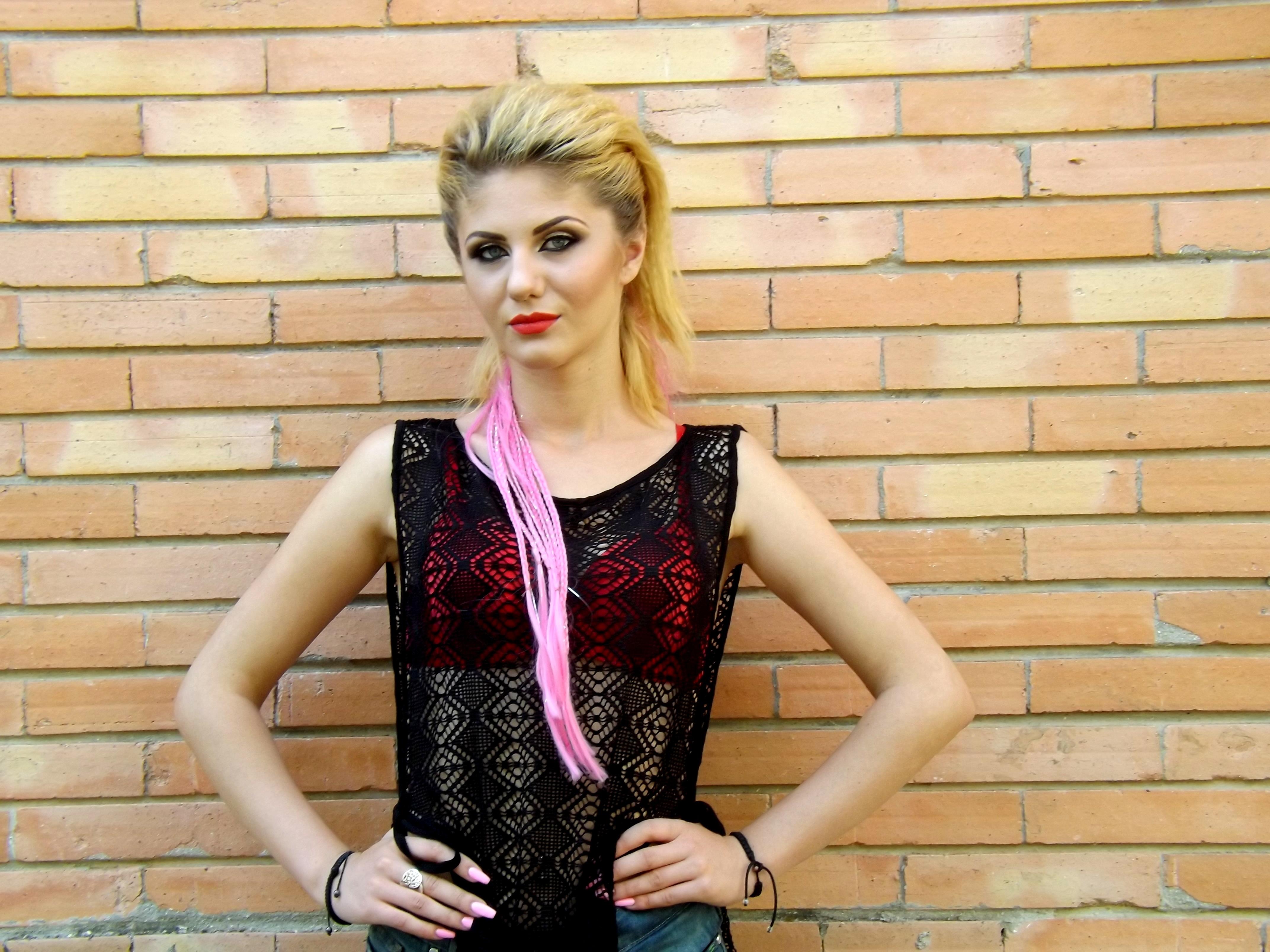 Fotoğraf Kaya Kız Desen Model Moda Giyim Bayan Dış Giyim