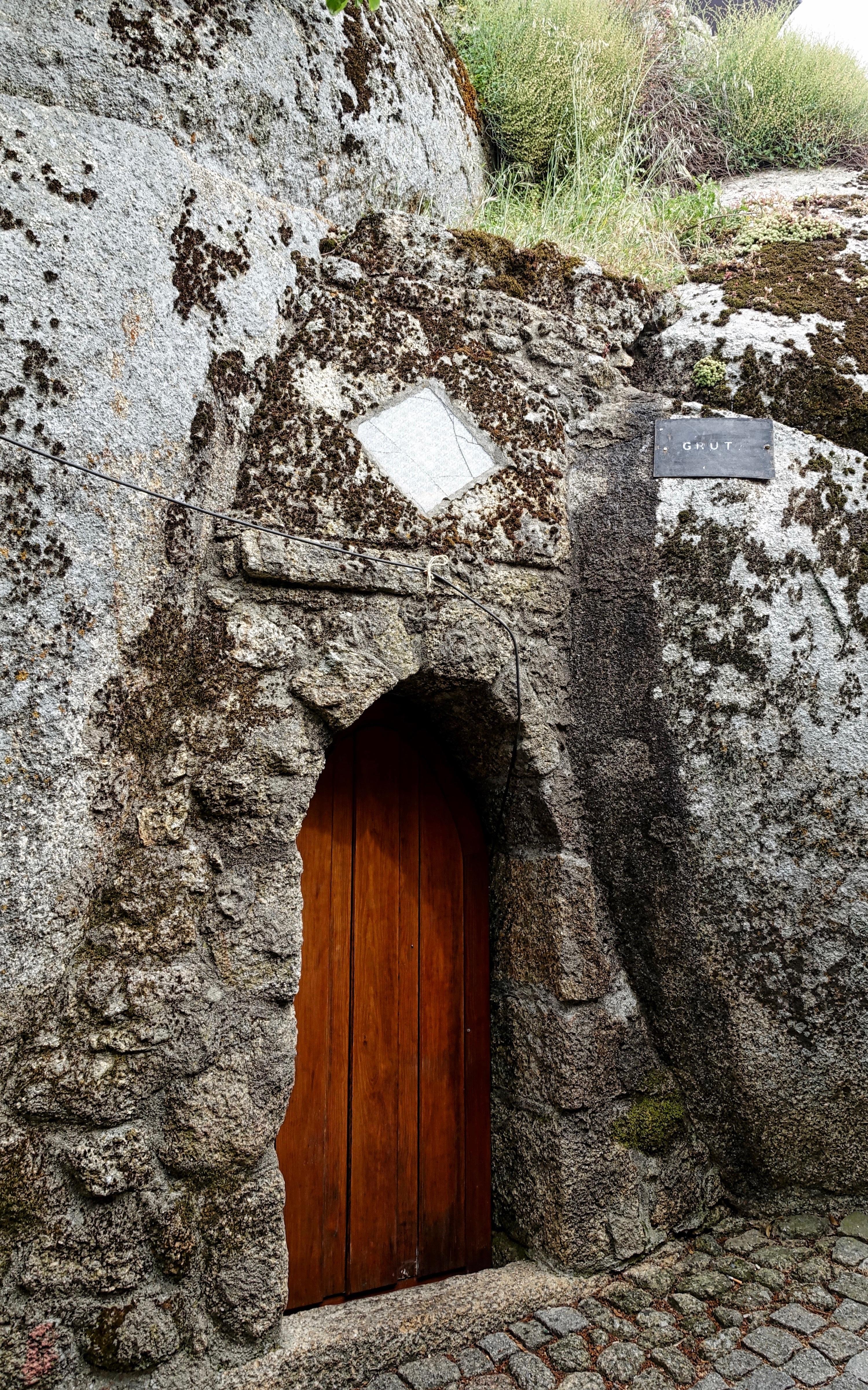 rock casa edificio pared piedra arco entrada capilla exterior puerta puerta templo restos monasterio historia