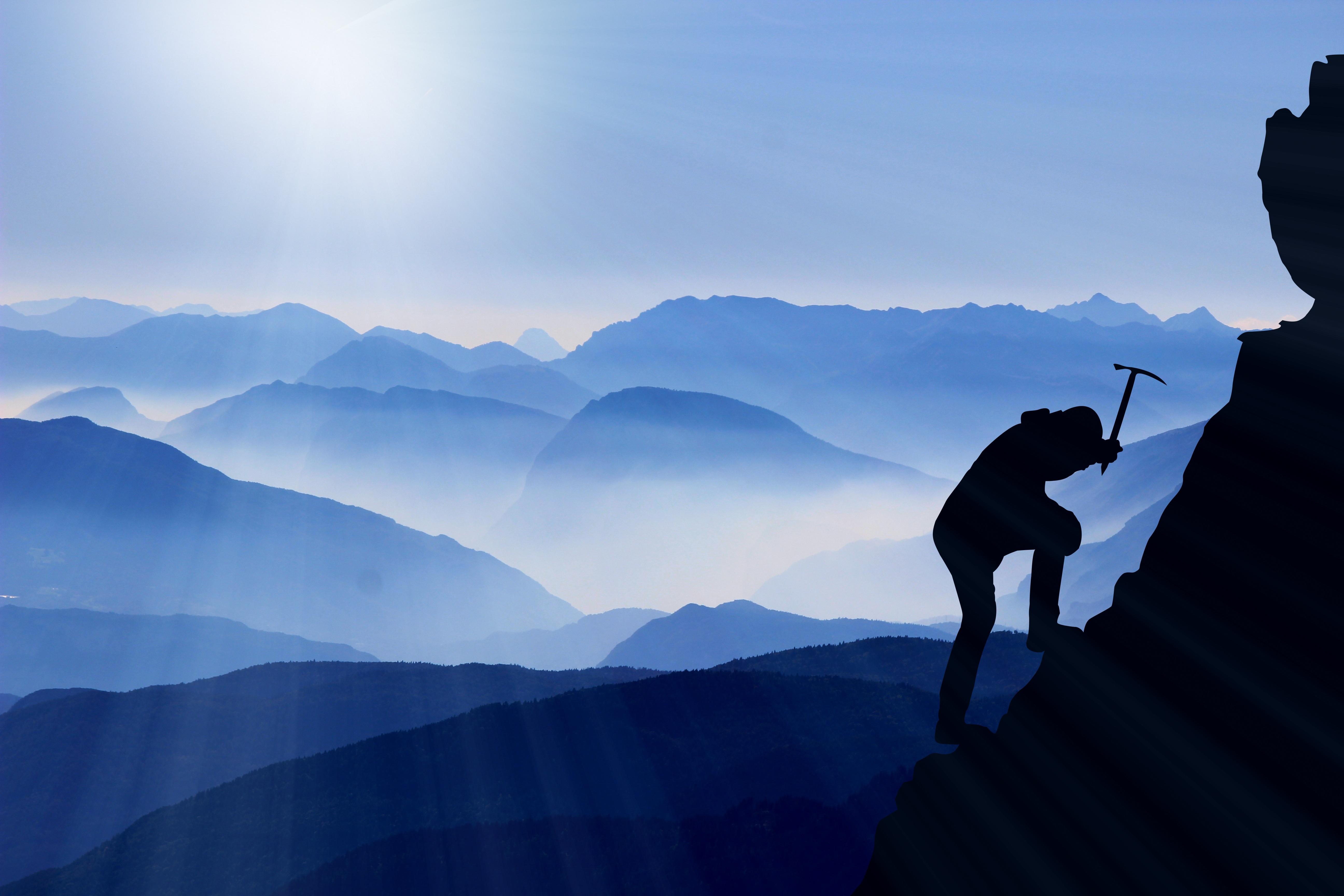 Hình Ảnh : Đá, Đám Mây, Bầu Trời, Sương Mù, Bình Minh, Ánh Sáng Mặt Trời,  Cuộc Phiêu Lưu, Dãy Núi, Màu Xanh Da Trời, Sự Tự Do, Thể Thao Mạo Hiểm, ...
