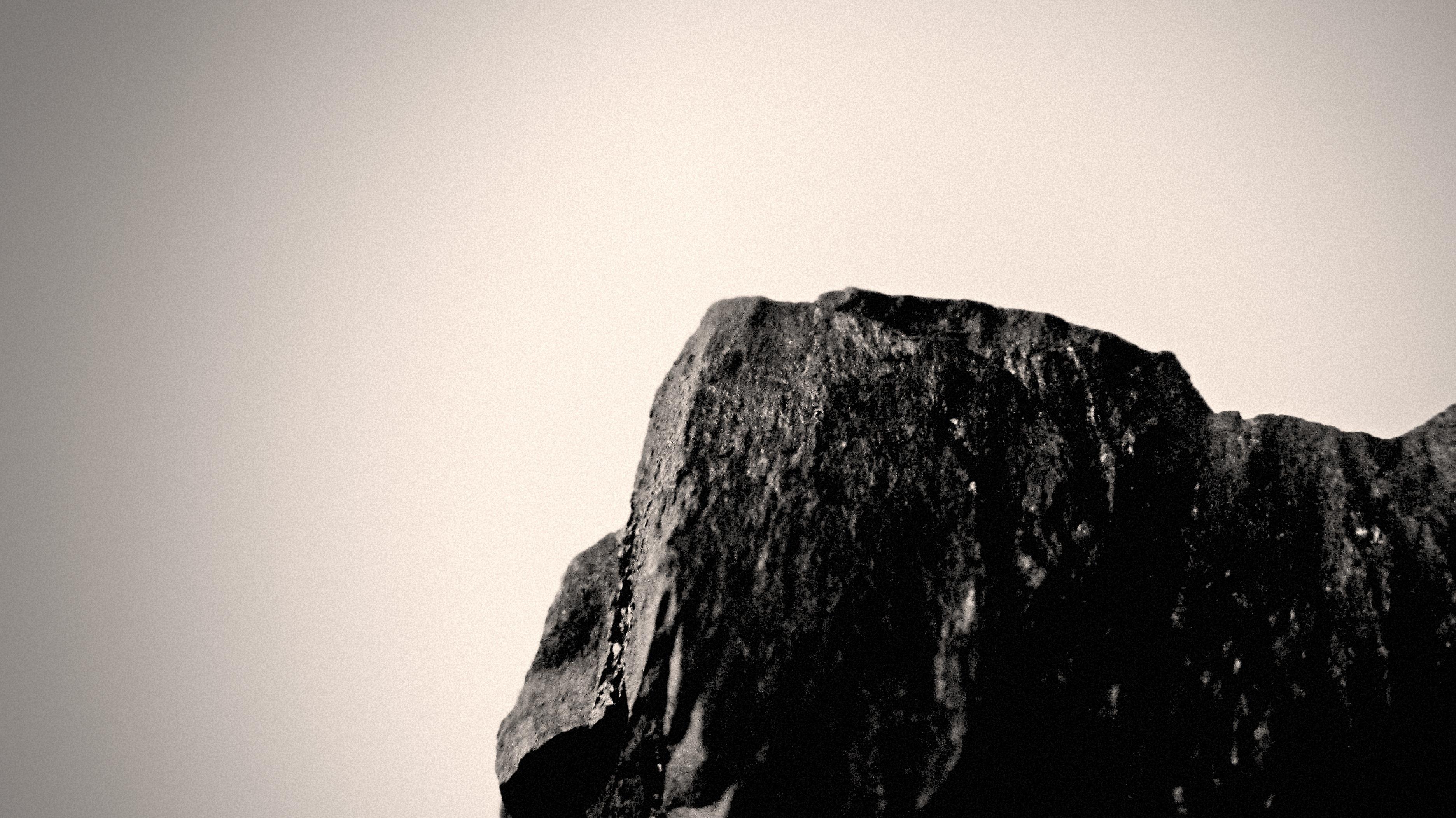 Hình Ảnh : Đá, Núi, Ánh Sáng, Đen Và Trắng, Bầu Trời, Nhiếp Ảnh, Sự Phản  Chiếu, Bóng Tối, Đơn Sắc, Địa Hình, Nhiếp Ảnh Đơn Sắc 3744x2104
