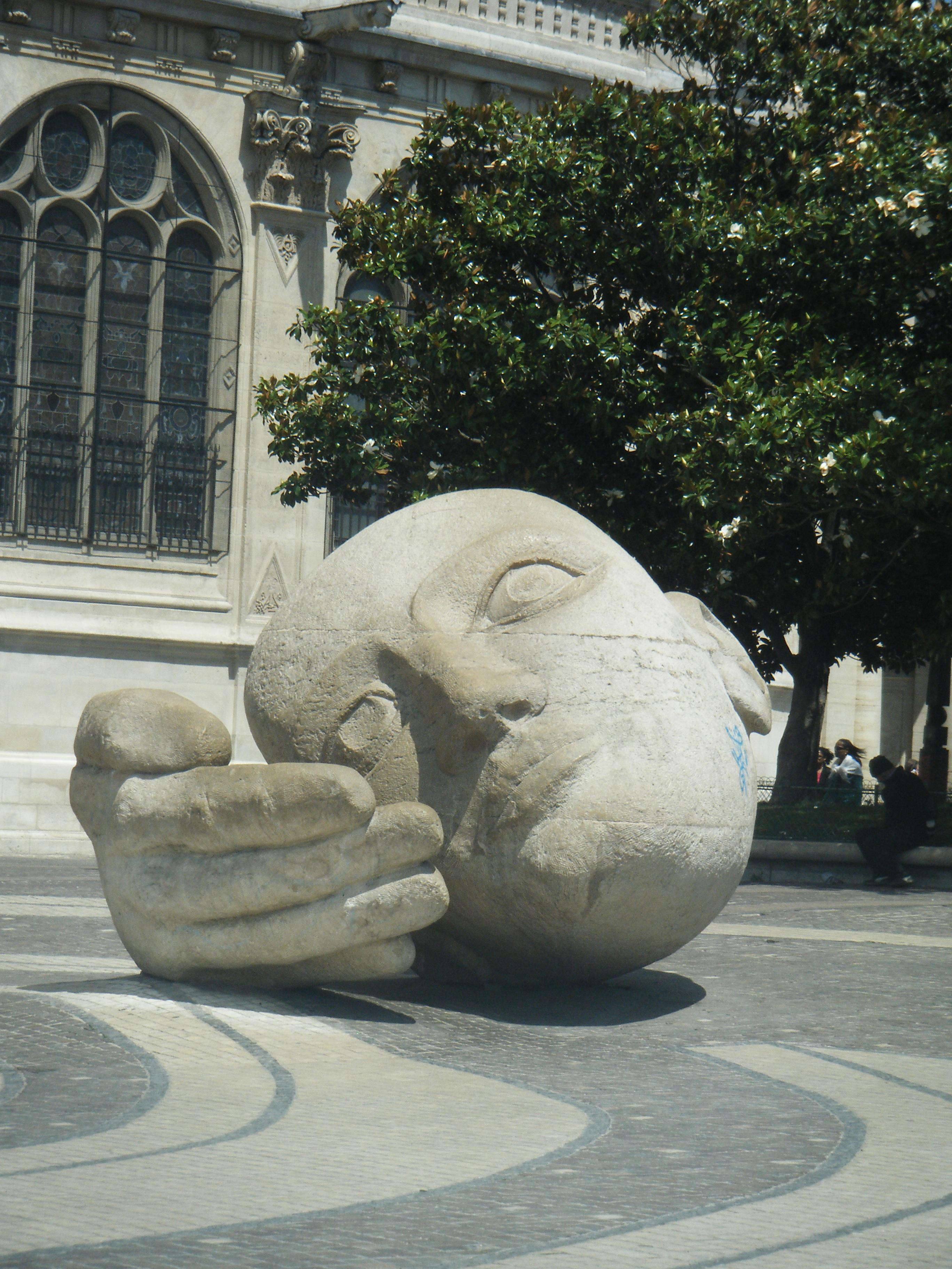 objeto turismo lugares de inters escultura art gira tallado fuente de agua el jefe de la esculpir la mano cabeza de piedra historia antigua