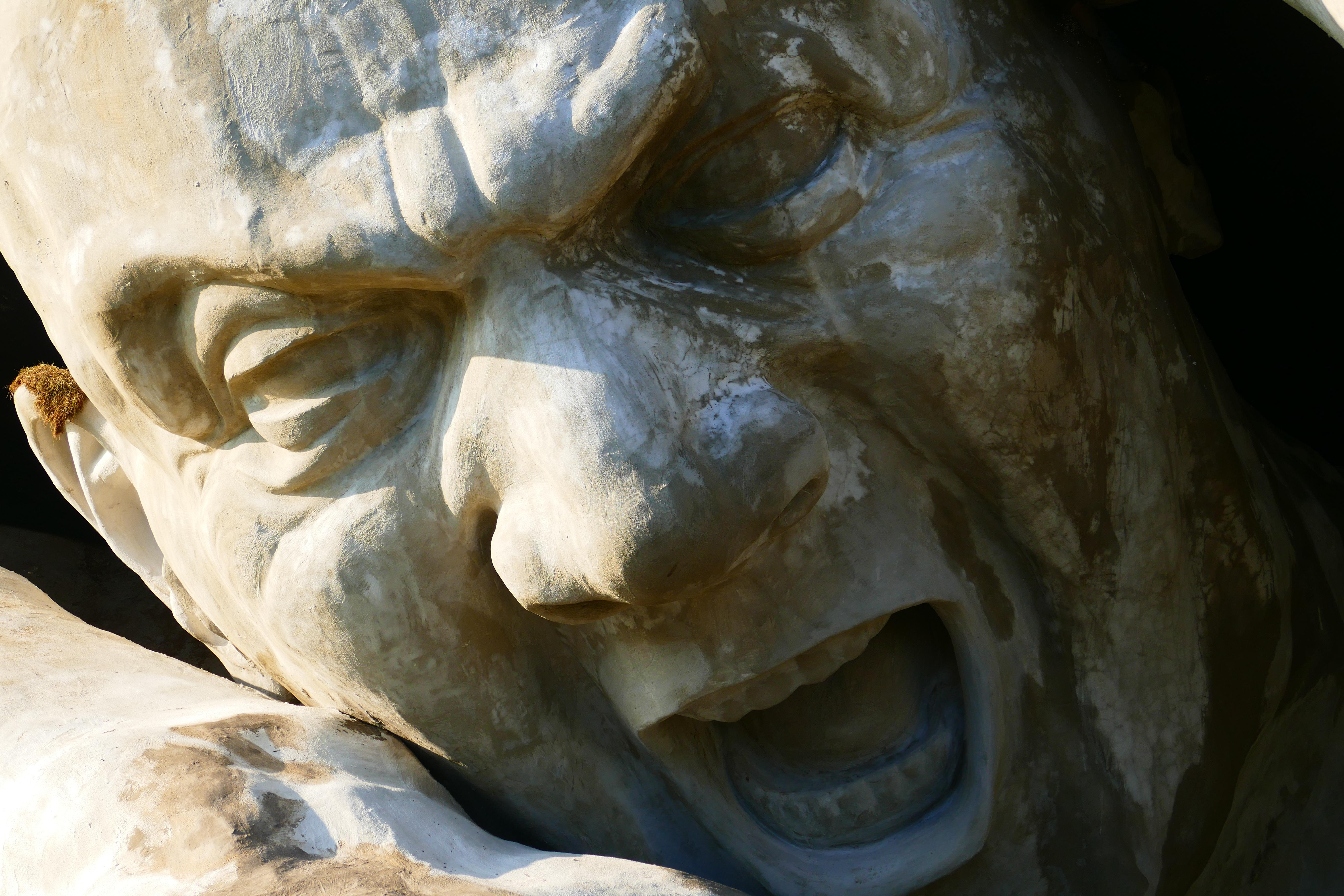 Плачущие статуи картинки