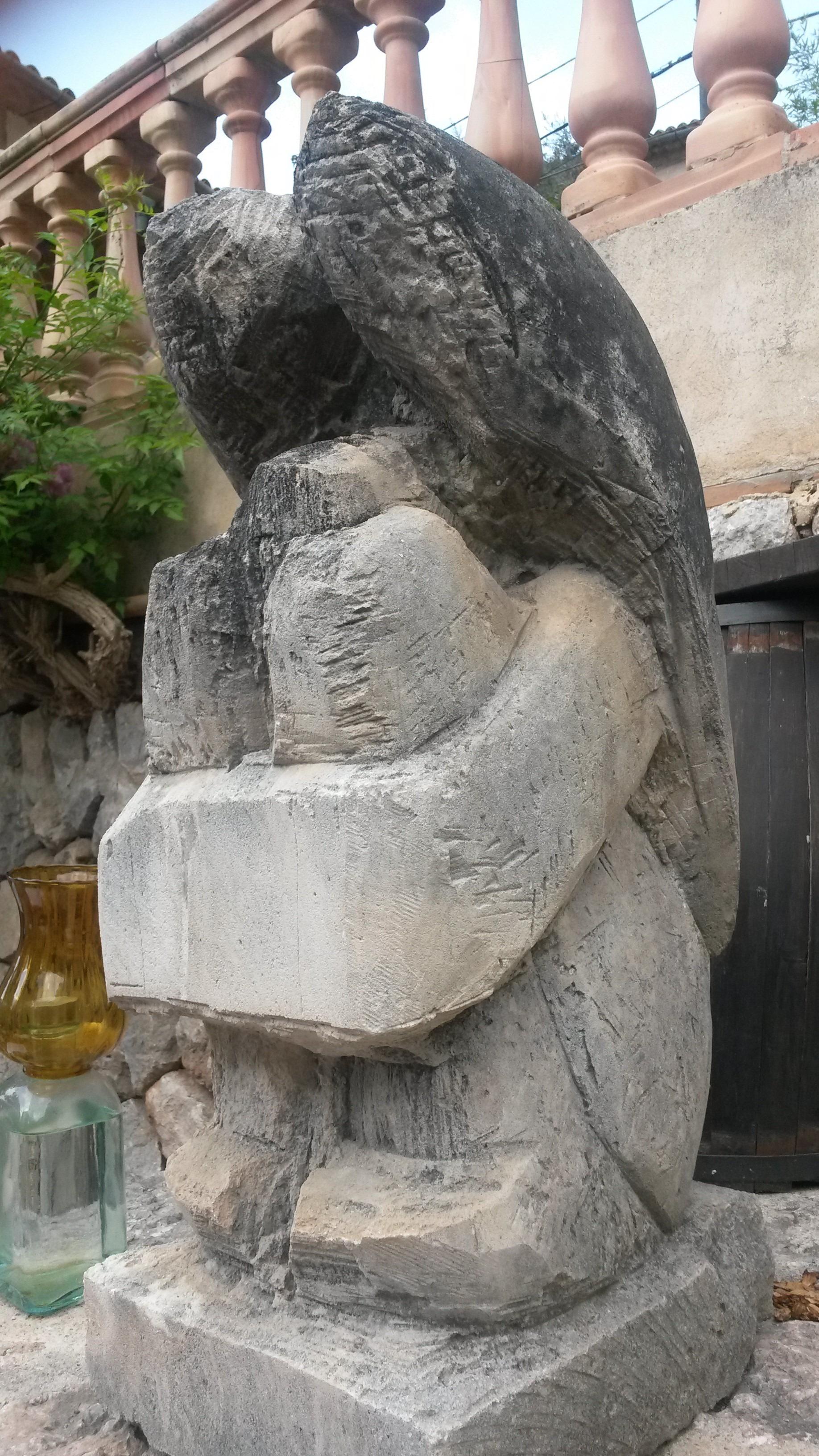 rock piedra monumento estatua escultura ngel art templo tallado fuente de agua estela sitio arqueolgico esculpir