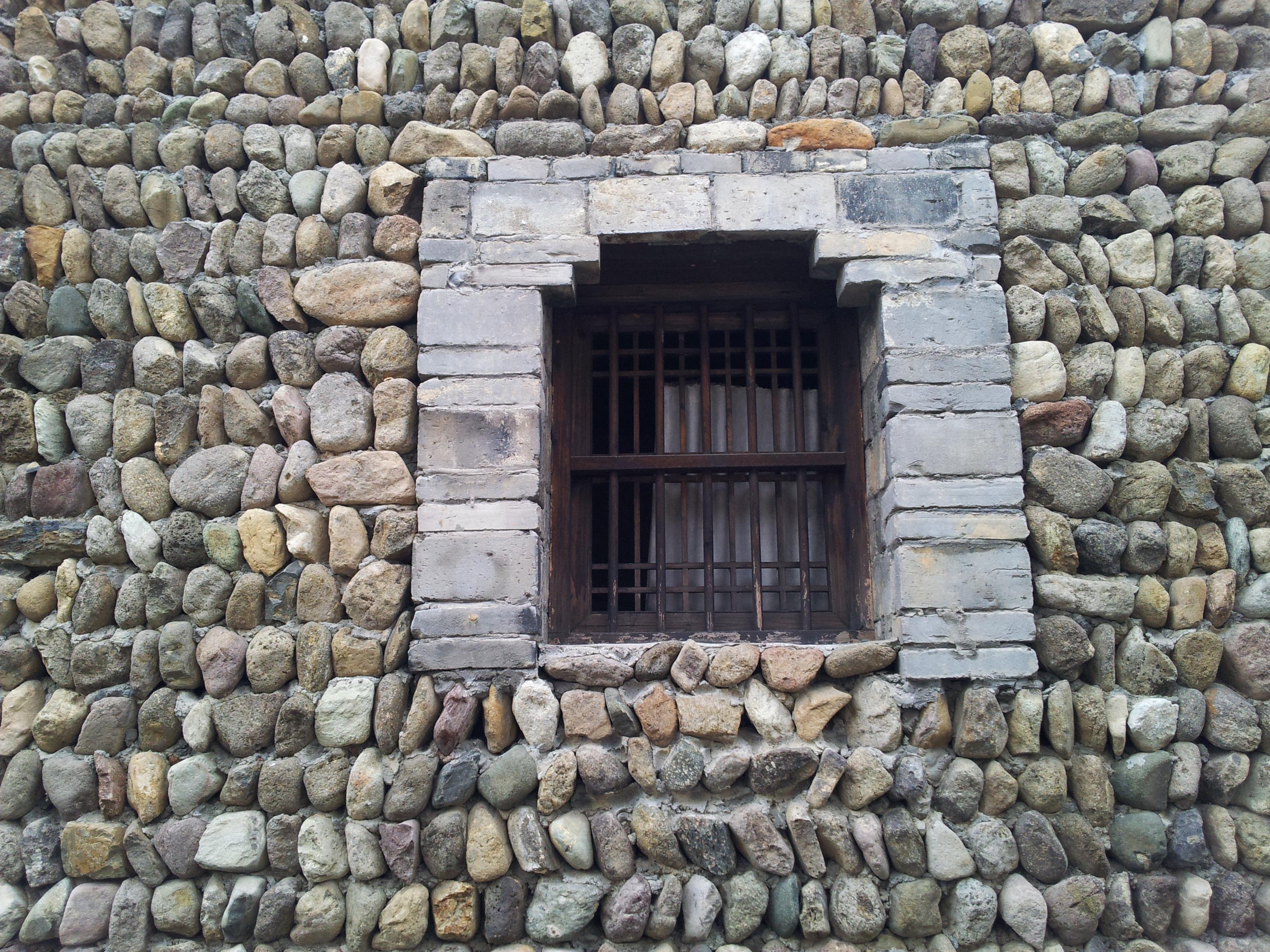 images gratuites roche fen tre b timent village ancien mur de pierre brique des roches. Black Bedroom Furniture Sets. Home Design Ideas